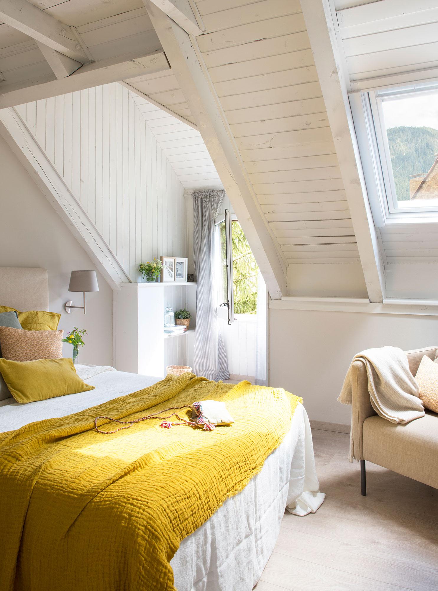 El mostaza est de moda buenas ideas para decorar con - Dormitorio de madera ...