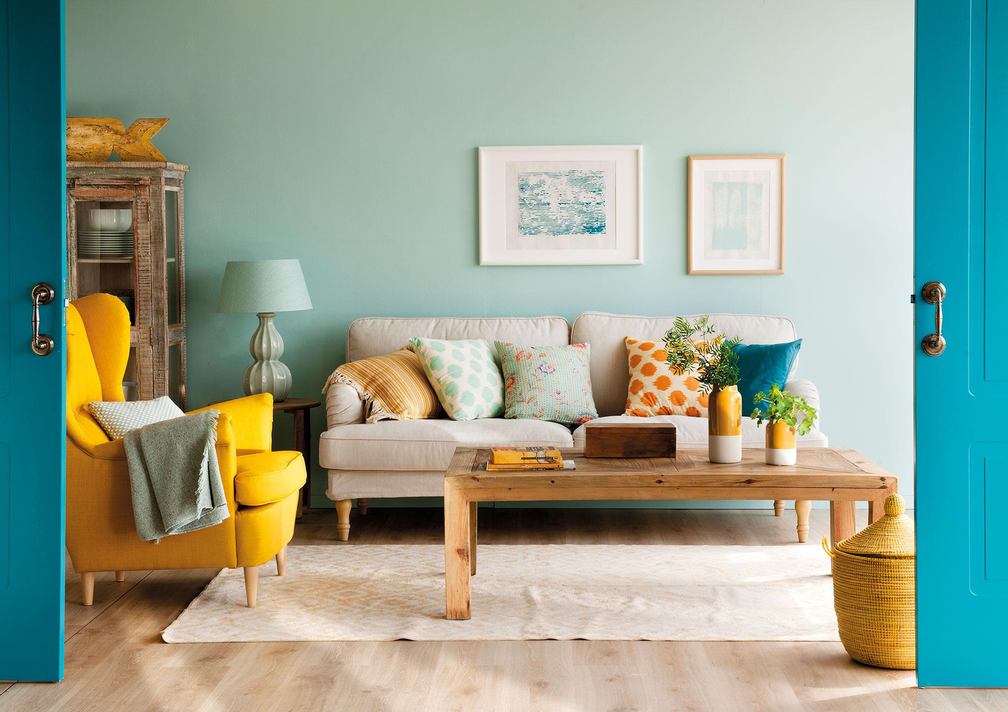 El mostaza est de moda buenas ideas para decorar con - Combinar colores para salon ...