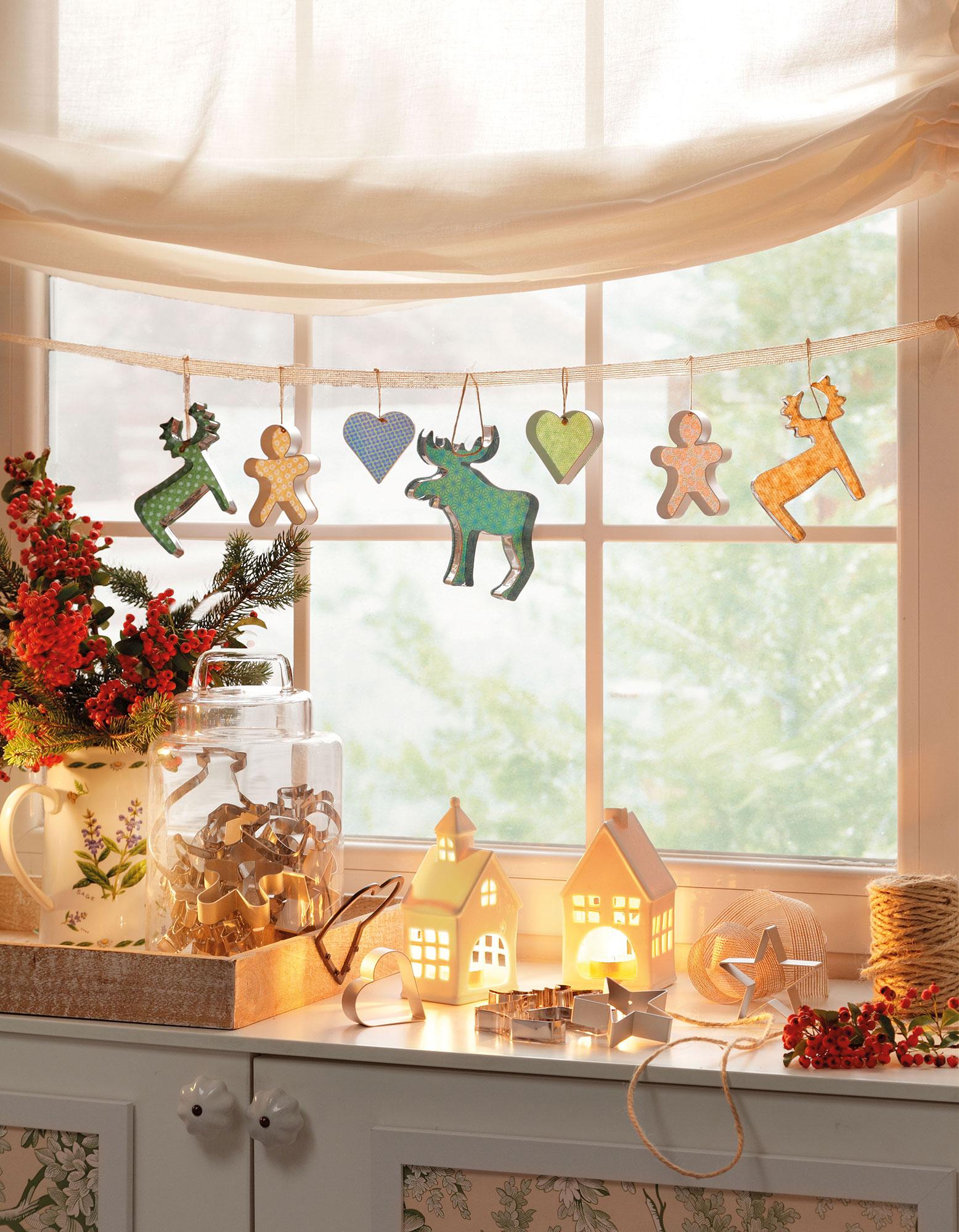 Ideas para decorar la casa de navidad muy r pidas y f ciles for Como adornar ventanas y puertas de navidad