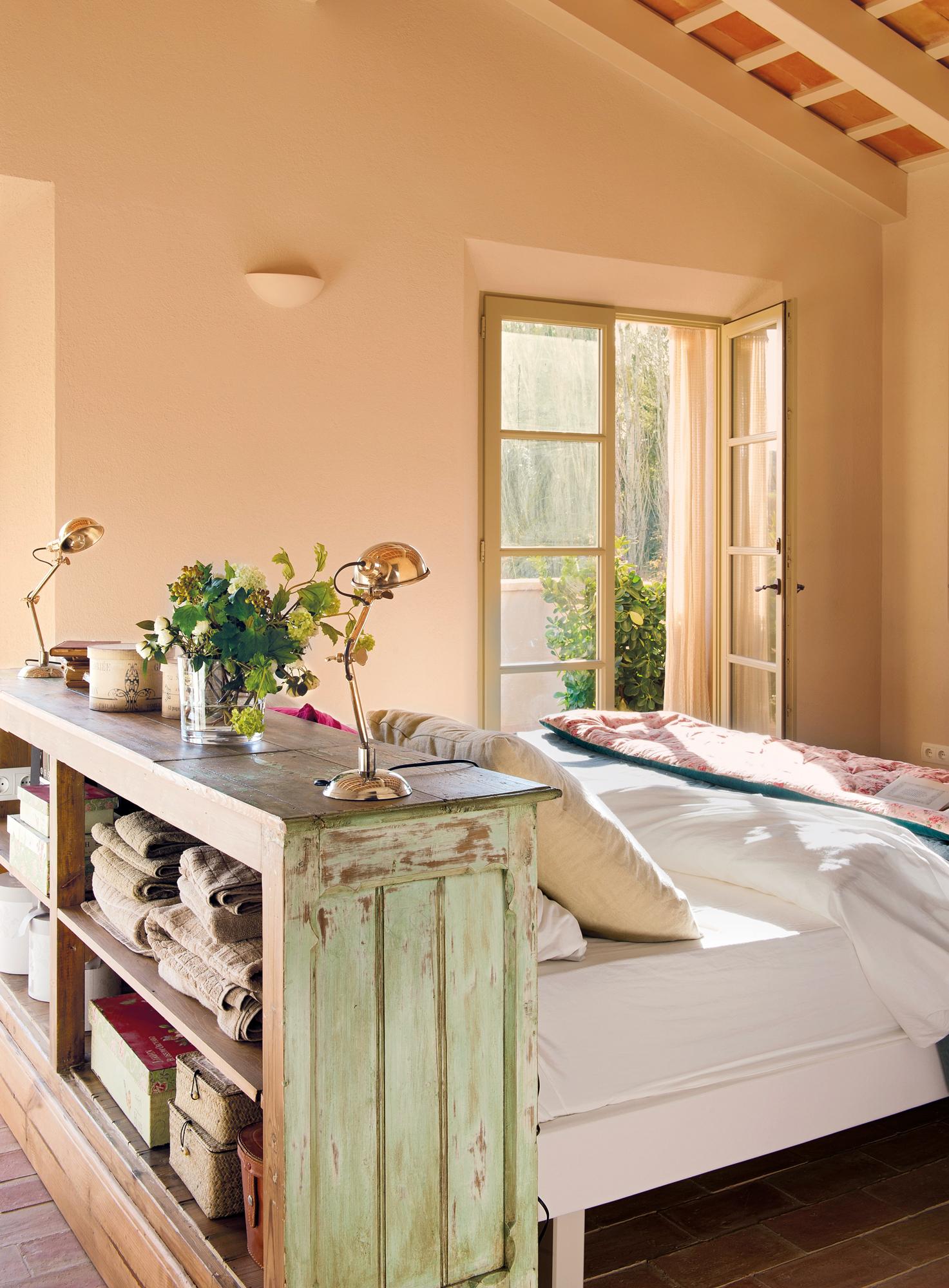 Muebles vers tiles con doble funci n ideales para espacios for Mueble que se convierte en cama