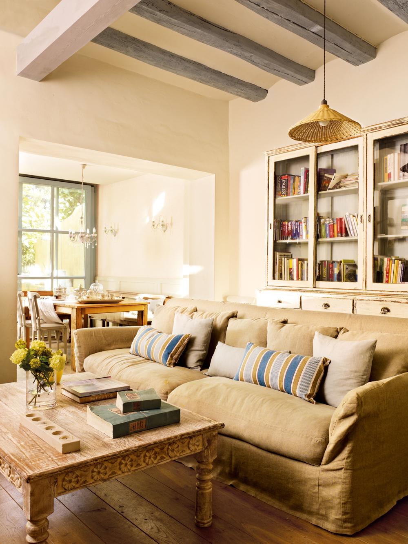 Recupera muebles viejos y dales una nueva vida - Aparador para salon ...