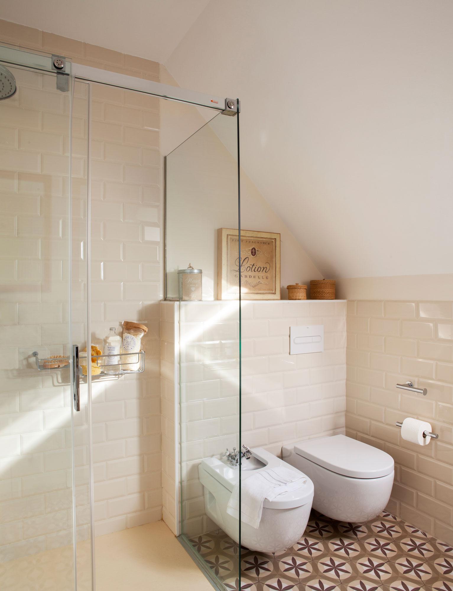 C mo renovar tu casa en solo un fin de semana for Ideas de banos pequenos con ducha