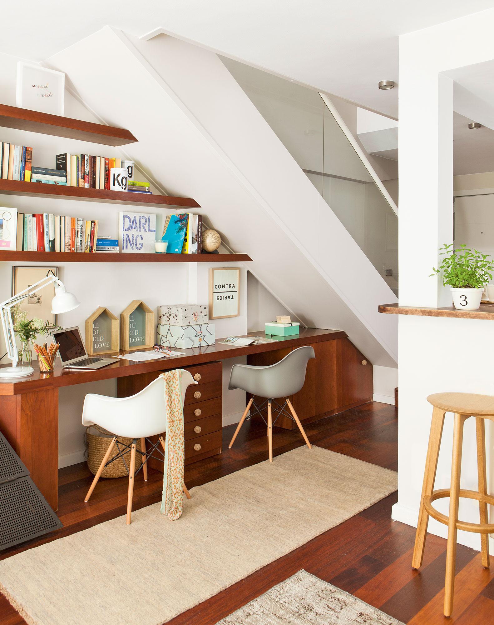 rincn de trabajo doble con estantes el hueco bajo la escalera
