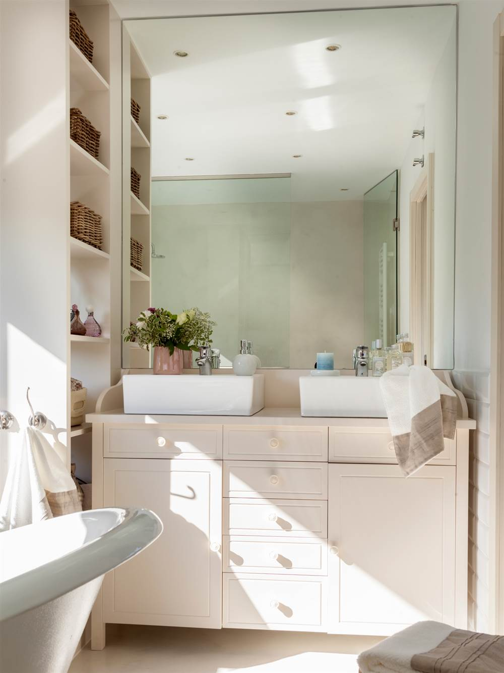 Muebles perfectos para ba os peque os for Muebles bano rusticos ikea