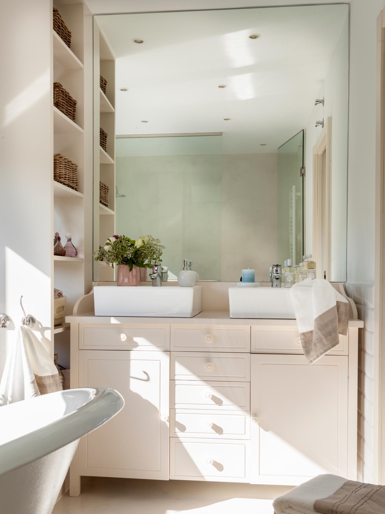 Muebles perfectos para ba os peque os - Estantes para interior ducha ...