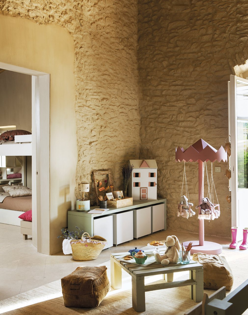 Habitaciones infantiles con dormitorio y zona de juegos for Decoracion de recamaras para ninas
