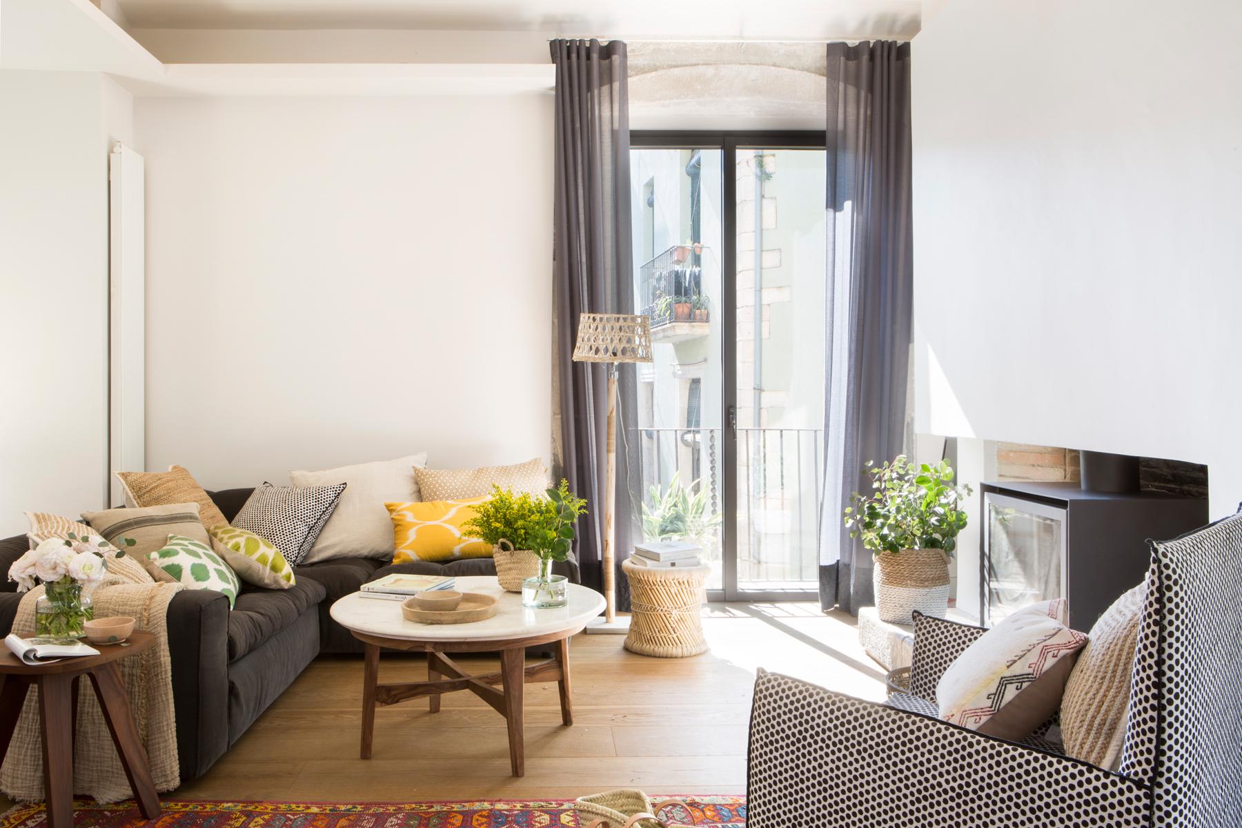 Decora En Blanco Y Negro - Salones-con-sofa-negro