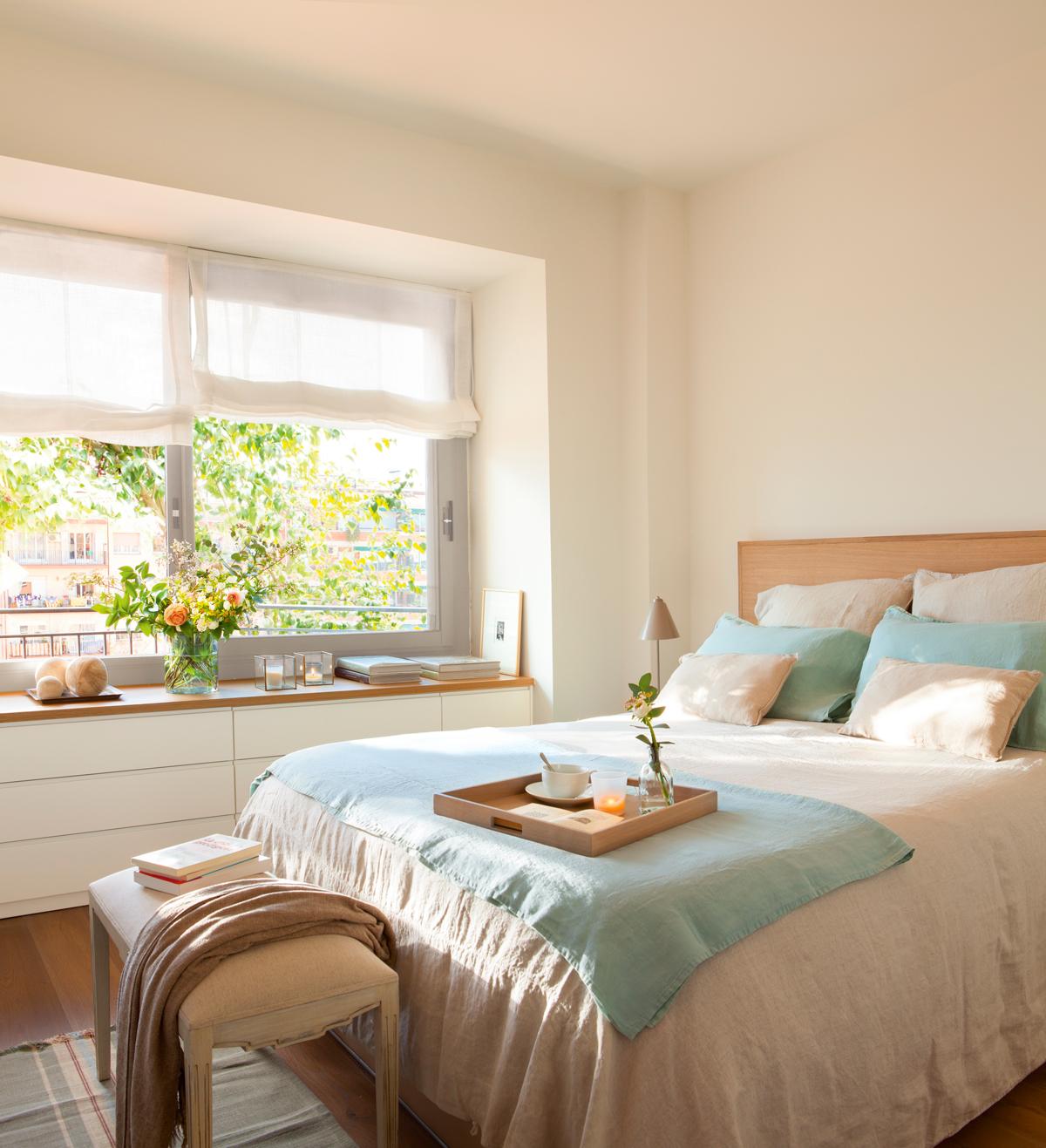 Dormitorios en blanco y madera for Camas blancas de madera