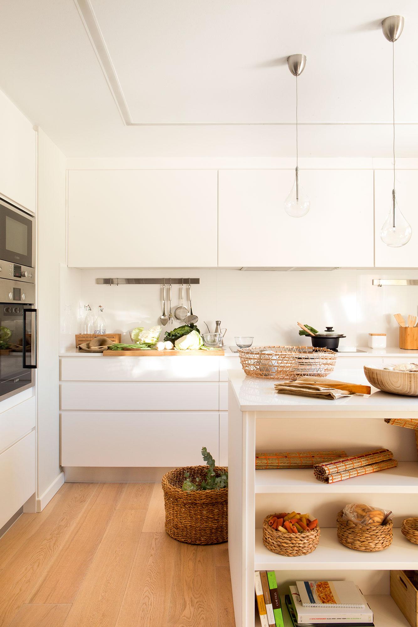 10 cosas que no puedes tener en casa despu s de los 30 for Cocinas con islas en el medio