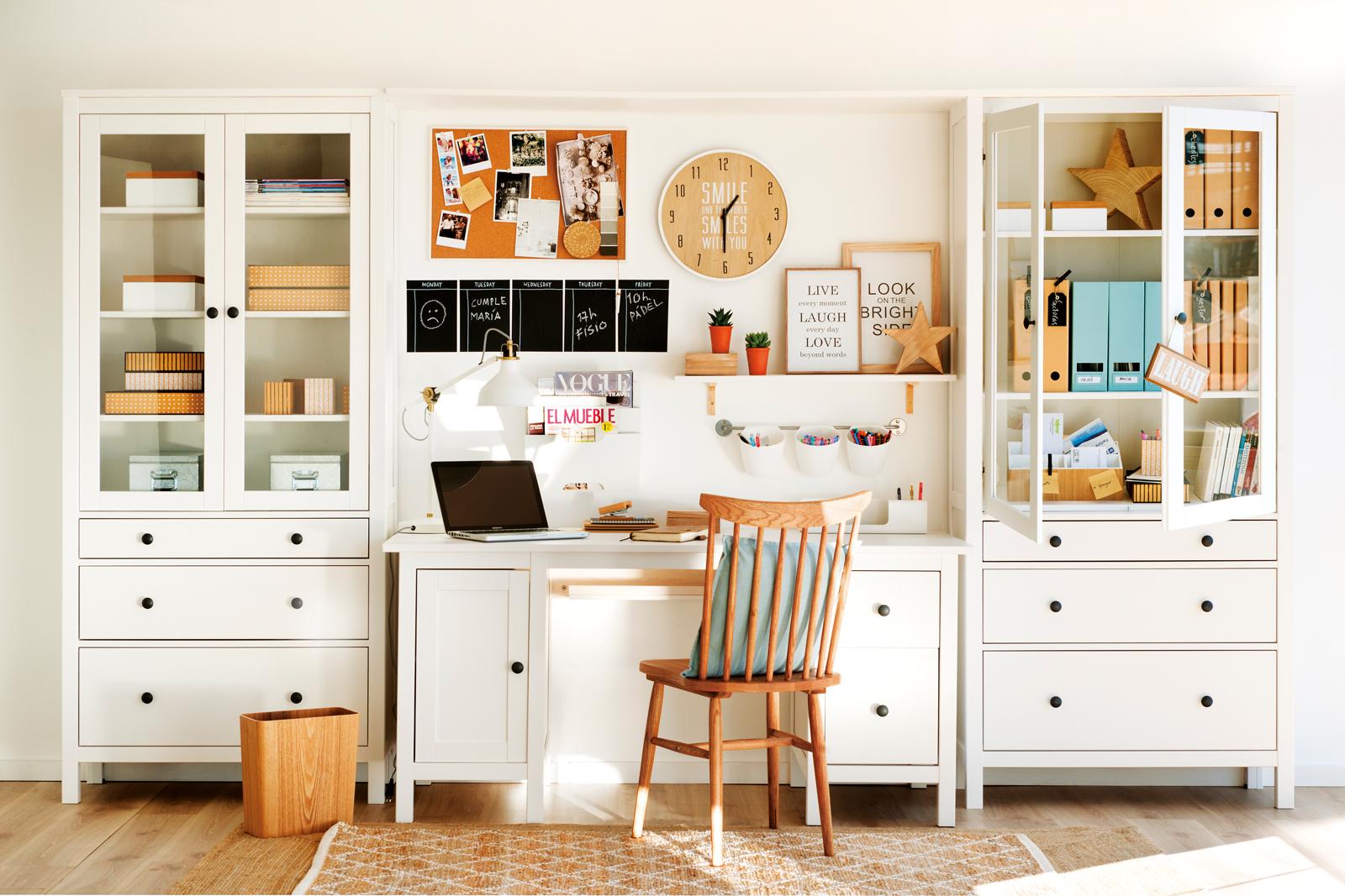 Decora tu casa con vinilos for Casa con muebles blancos