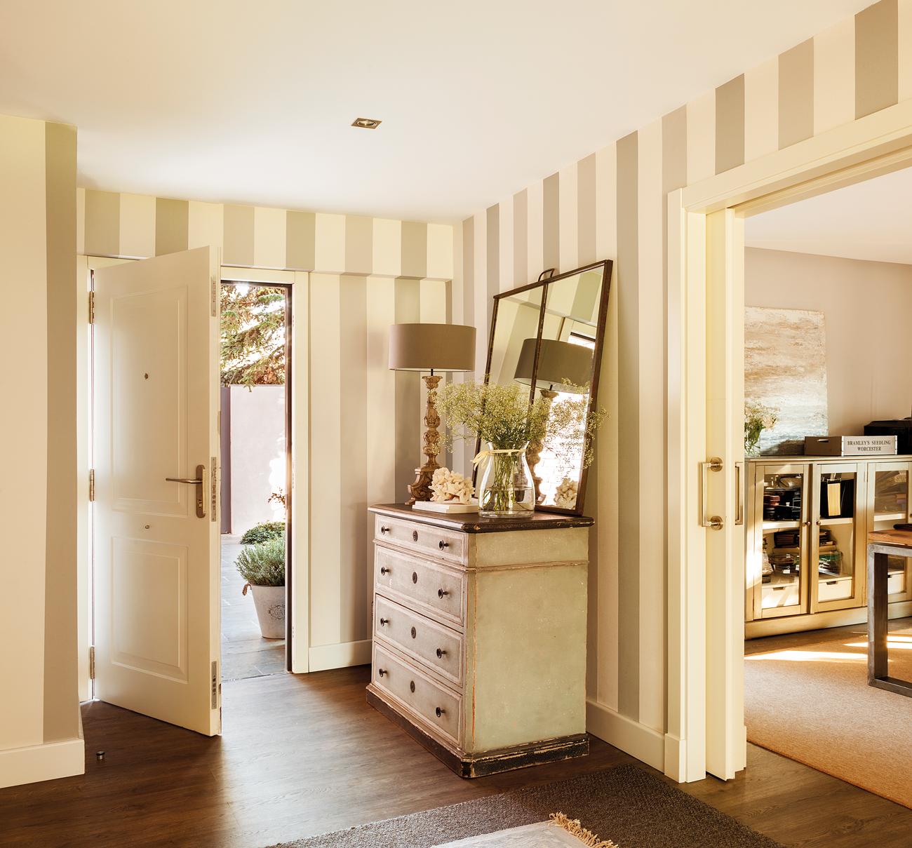 Ideas decorativas con rayas - Pintar un recibidor ...