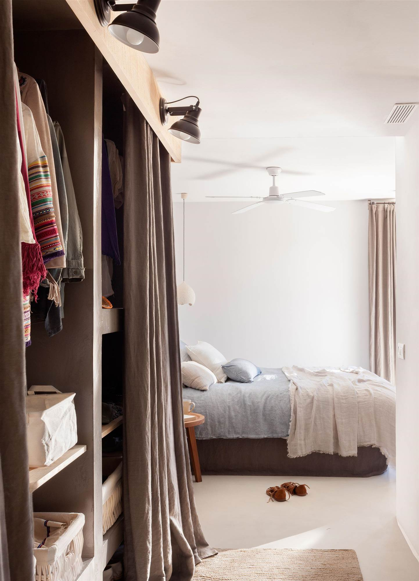 ideas para dormitorios personalizados On cortinas para armarios sin puertas