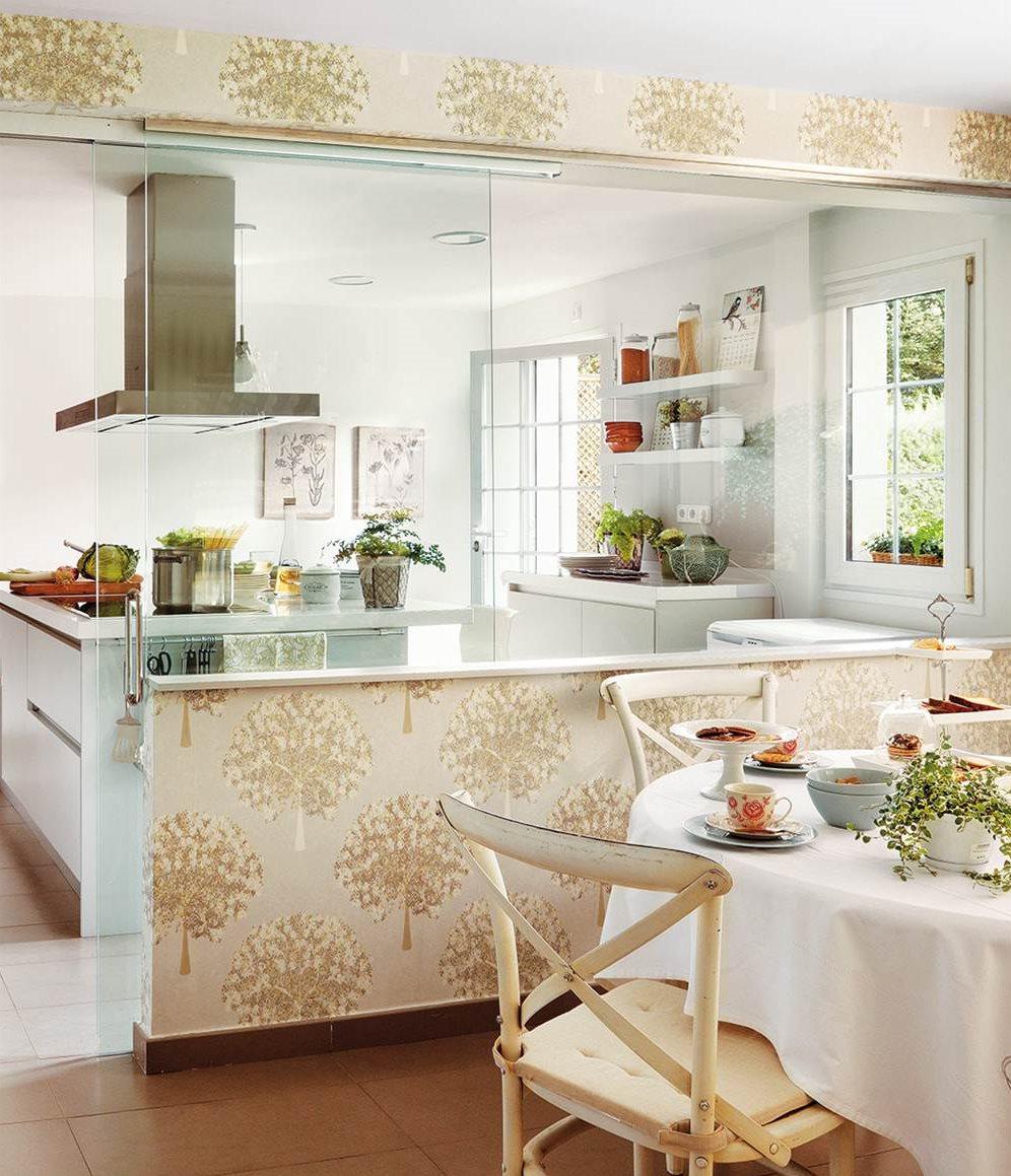 C mo ampliar espacios con huecos en paredes y tabiques a - Cocina con pared de cristal ...