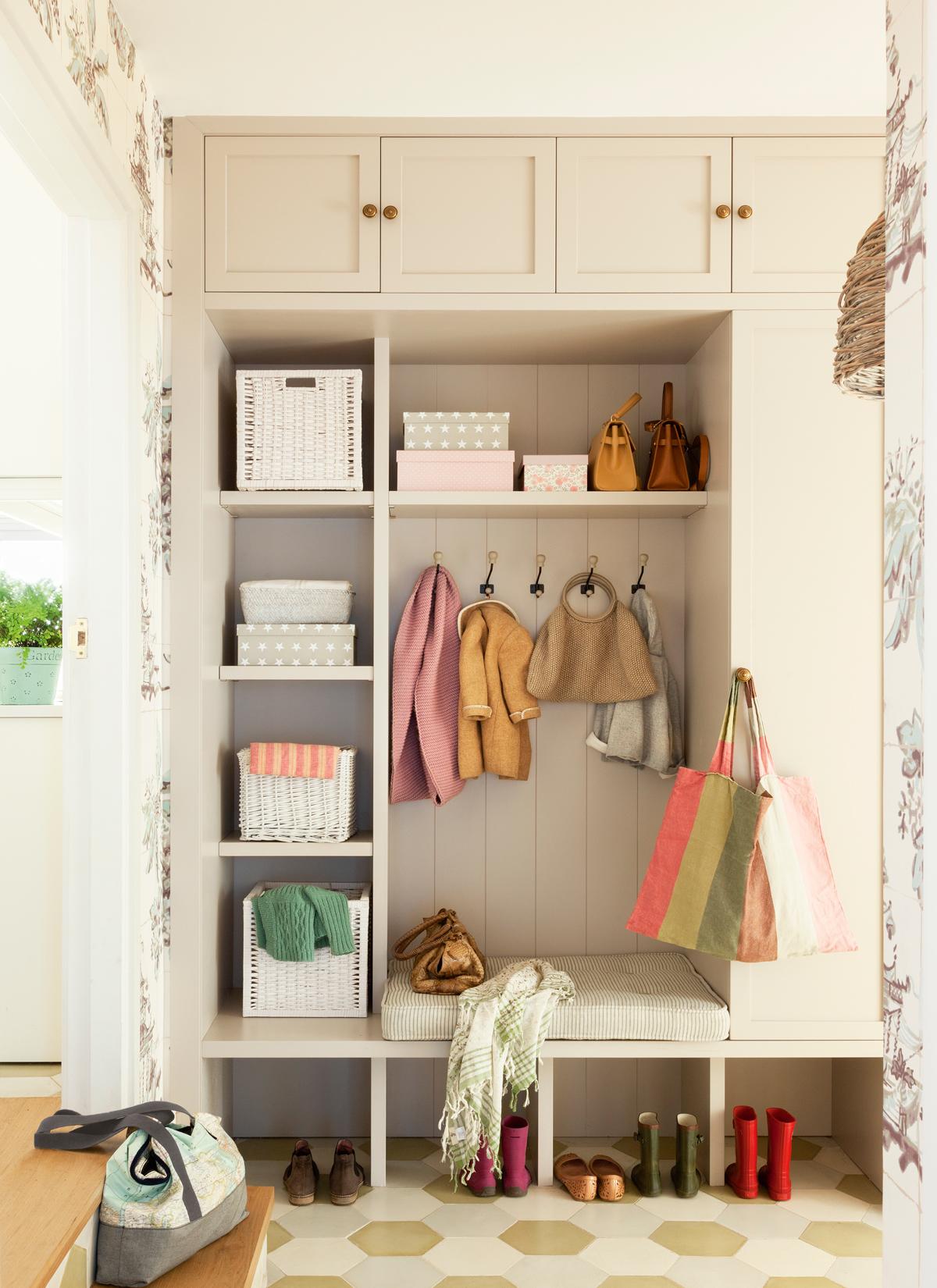 10 ideas geniales para recibidores peque os for Muebles con cestas