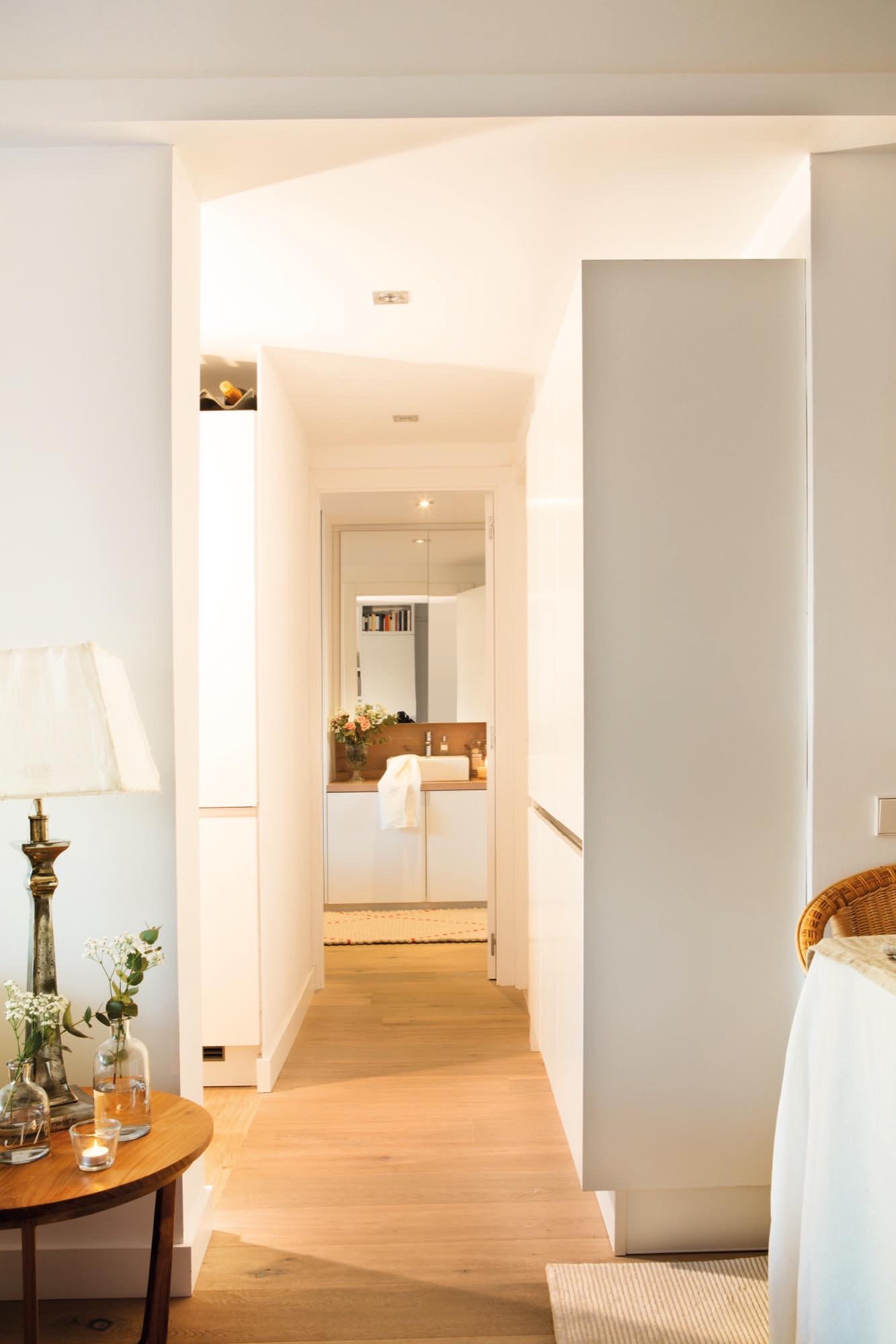 Un piso de 60 metros muy bien aprovechados para una pareja - Muebles de pasillo ...