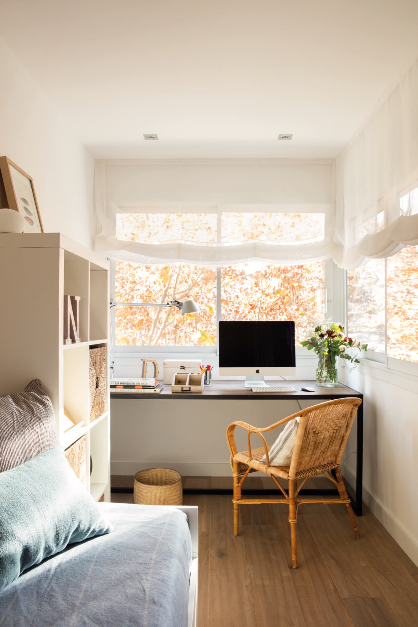 Un piso de 60 metros muy bien aprovechados para una pareja - Cama nido con escritorio ...