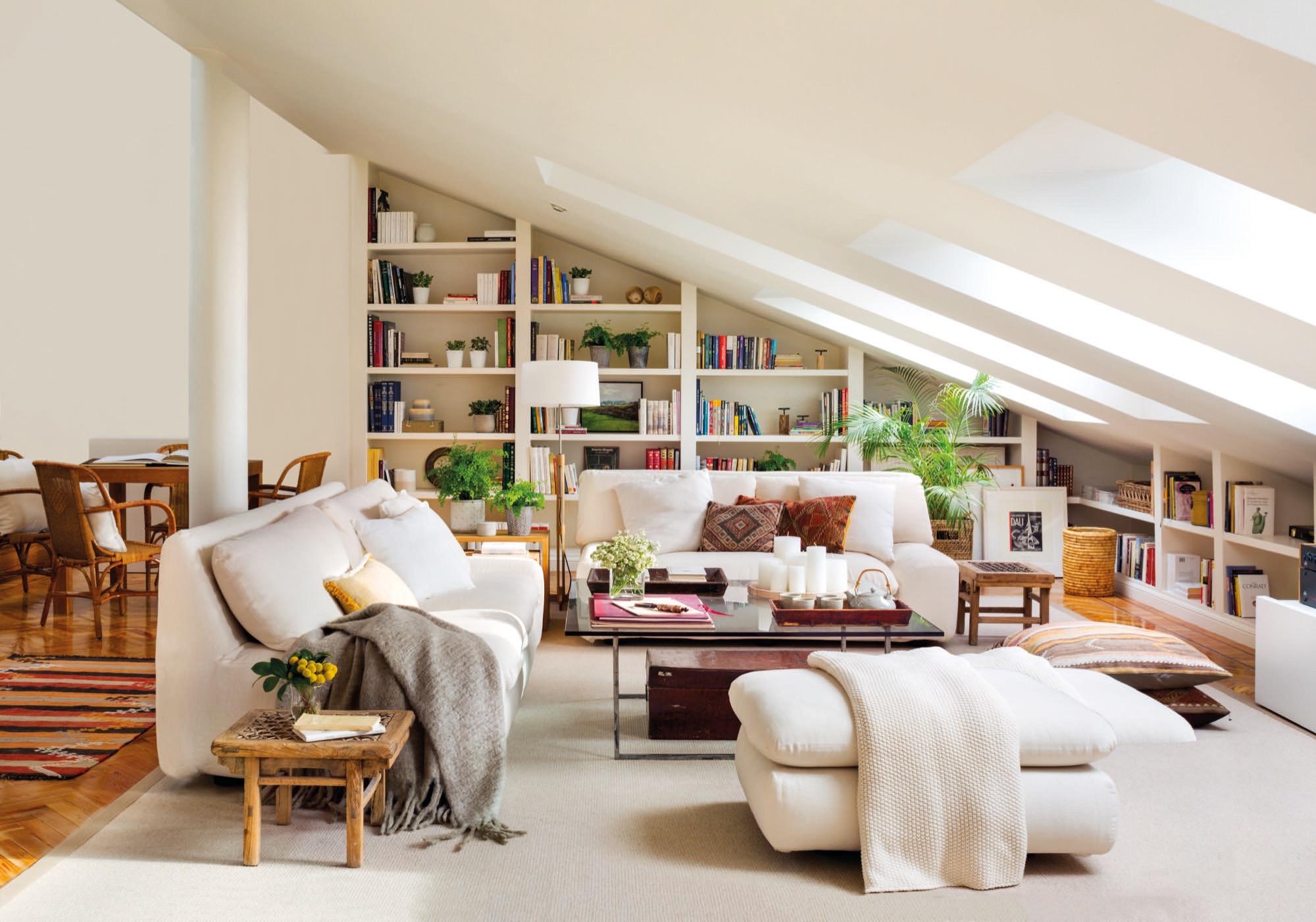 Un d plex abuhardillado en madrid con colores claros - Adornos para el salon de casa ...