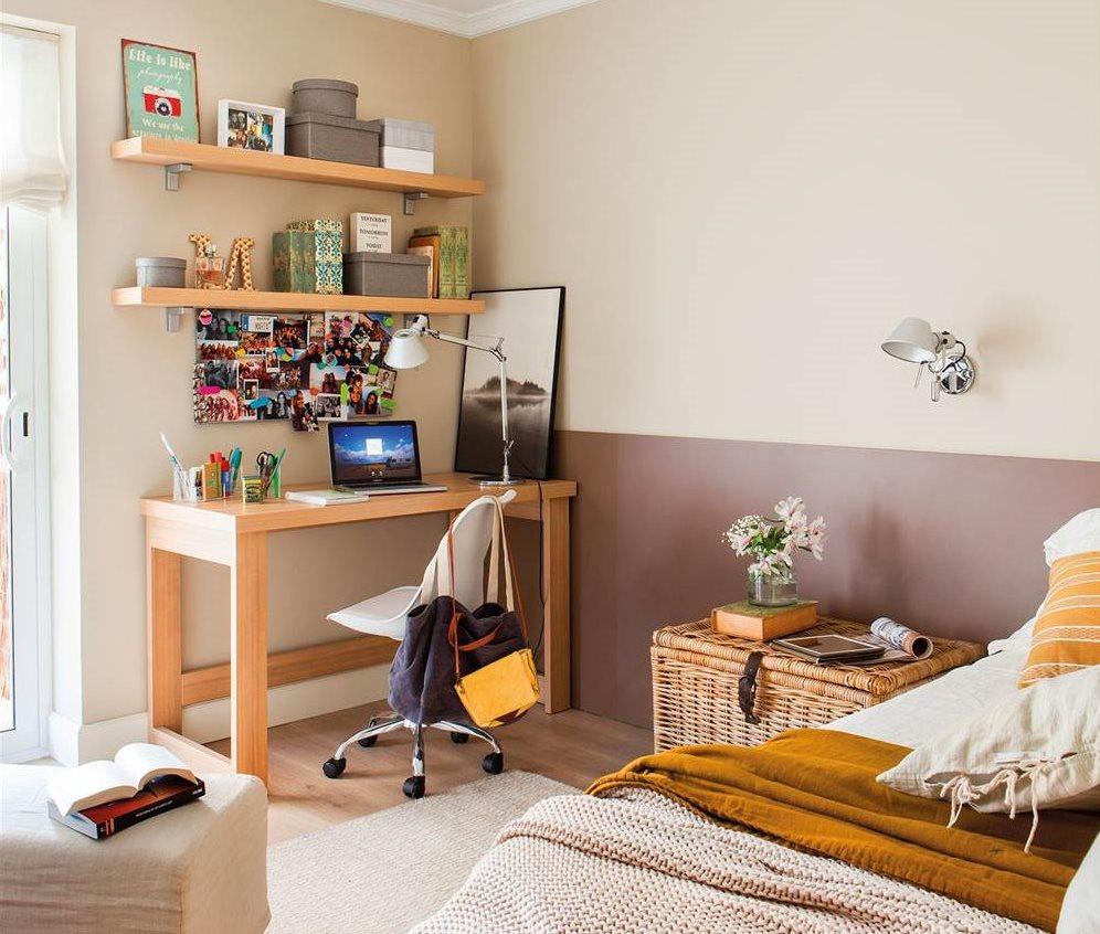 habitacin juvenil con cama y en paralelo escritorio y estantes