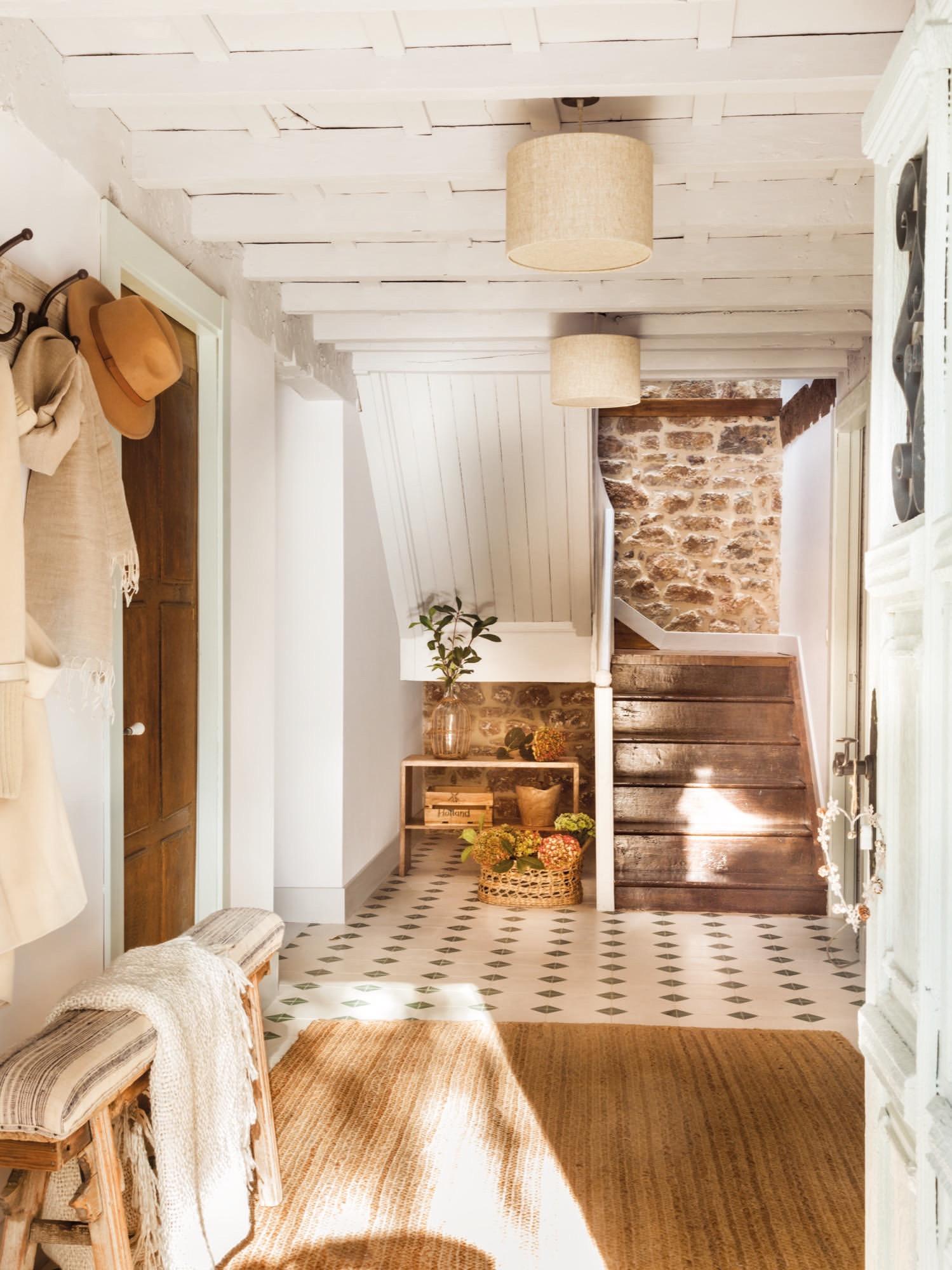Una casa r stica recuperada en los picos de europa for Fronda decoracion
