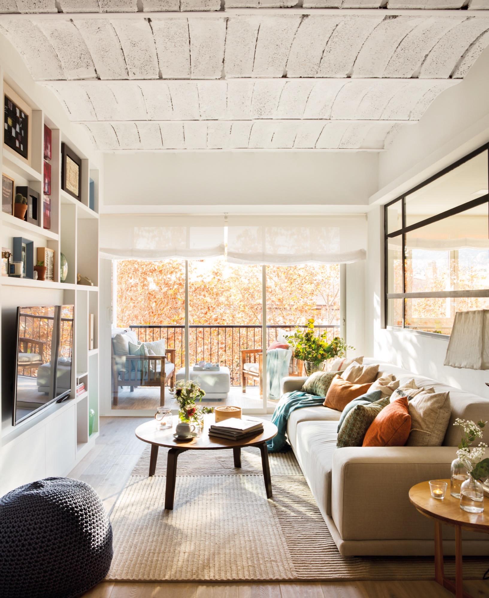 Un piso de 60 metros muy bien aprovechados para una pareja for Cocina separada por un techo de vidrio
