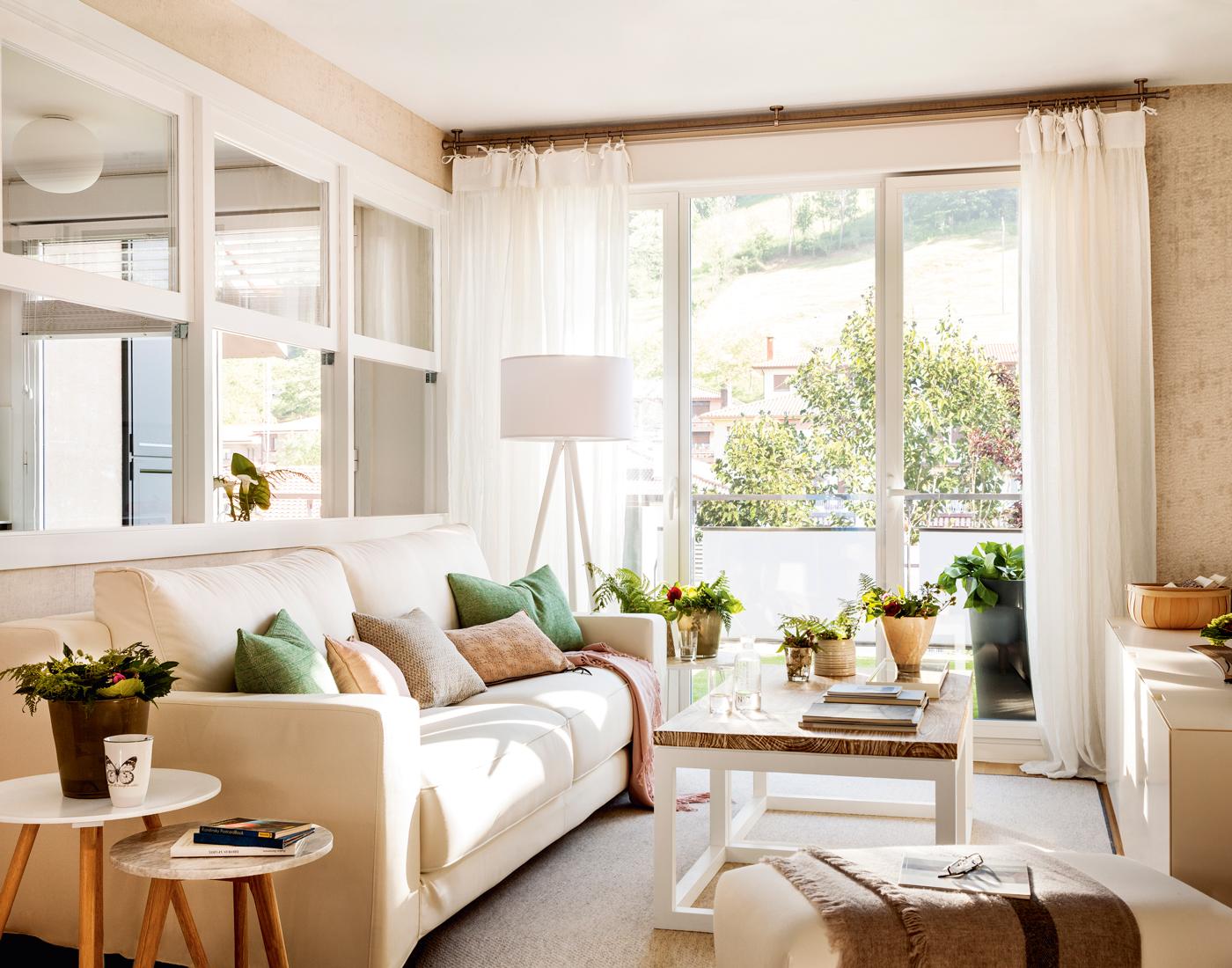 10 ideas geniales para salones peque os for Muebles de salon pequenos