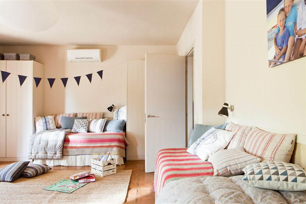 Dormitorios infantiles 7 buenas ideas para compartir - Camas pegadas ala pared ...
