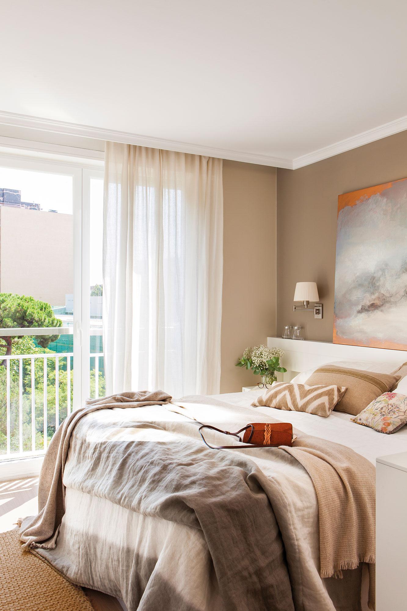 Cortina o estor pros y contras for Dormitorio cabecero blanco