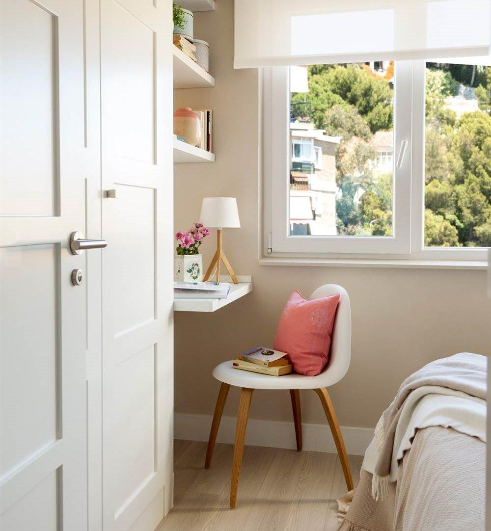 escritorio con baldas en dormitorio screens