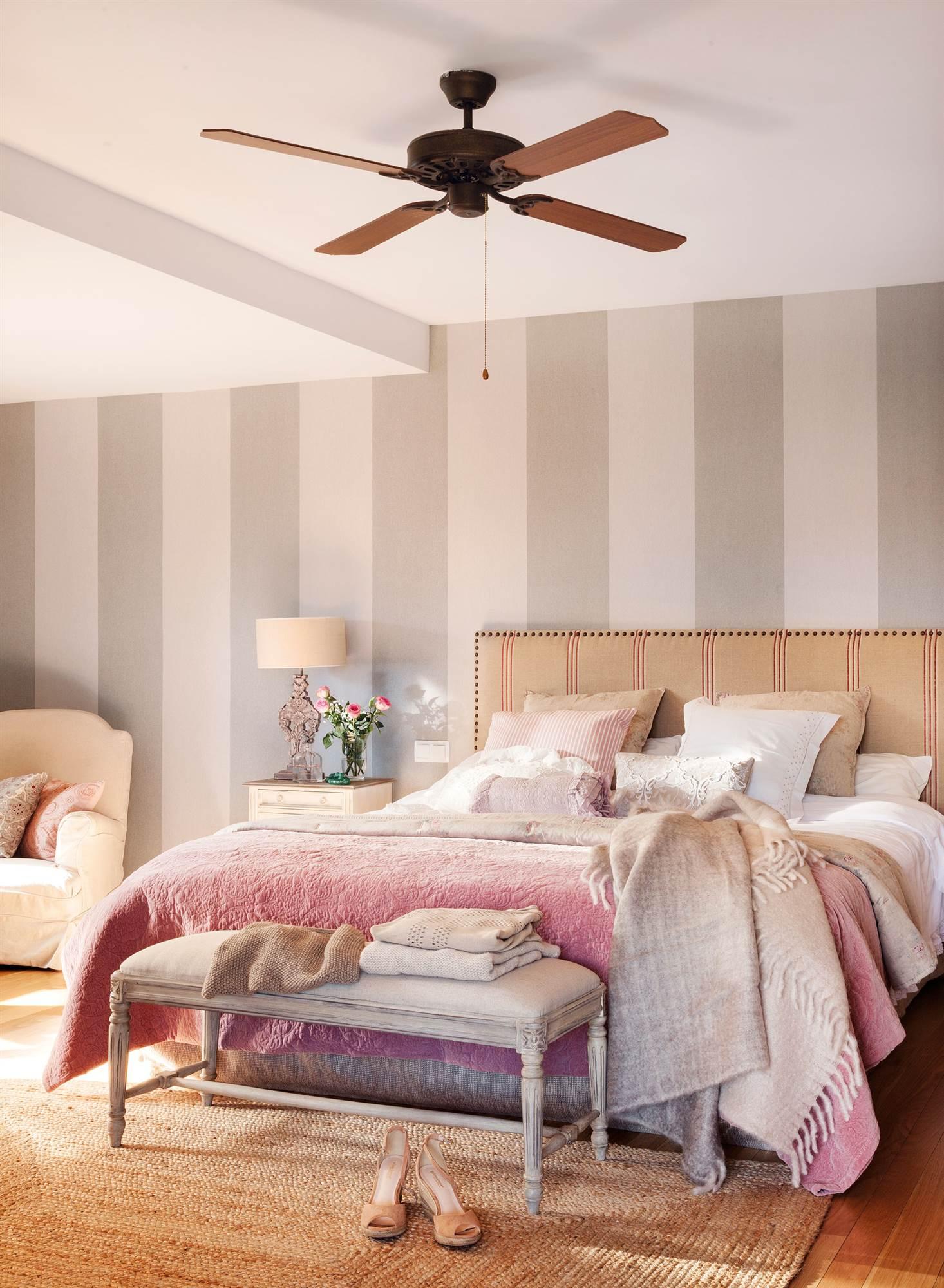 Como tapizar una pared gallery of saln con pared enterada for Papel para tapizar paredes