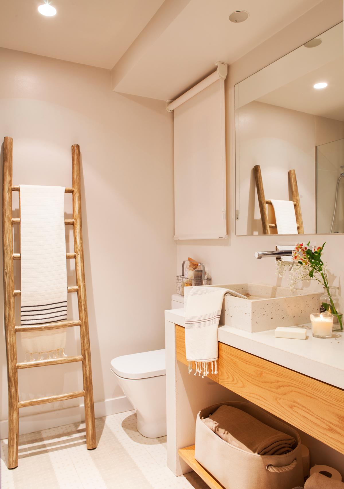 Muebles De Bano Para Debajo Del Lavabo #5: Bano-con-mueble-bajolavabo-en-madera-con-balda-abierta-murete-sanitario-escalera-y-screen-00442305-o_a422224c.jpg
