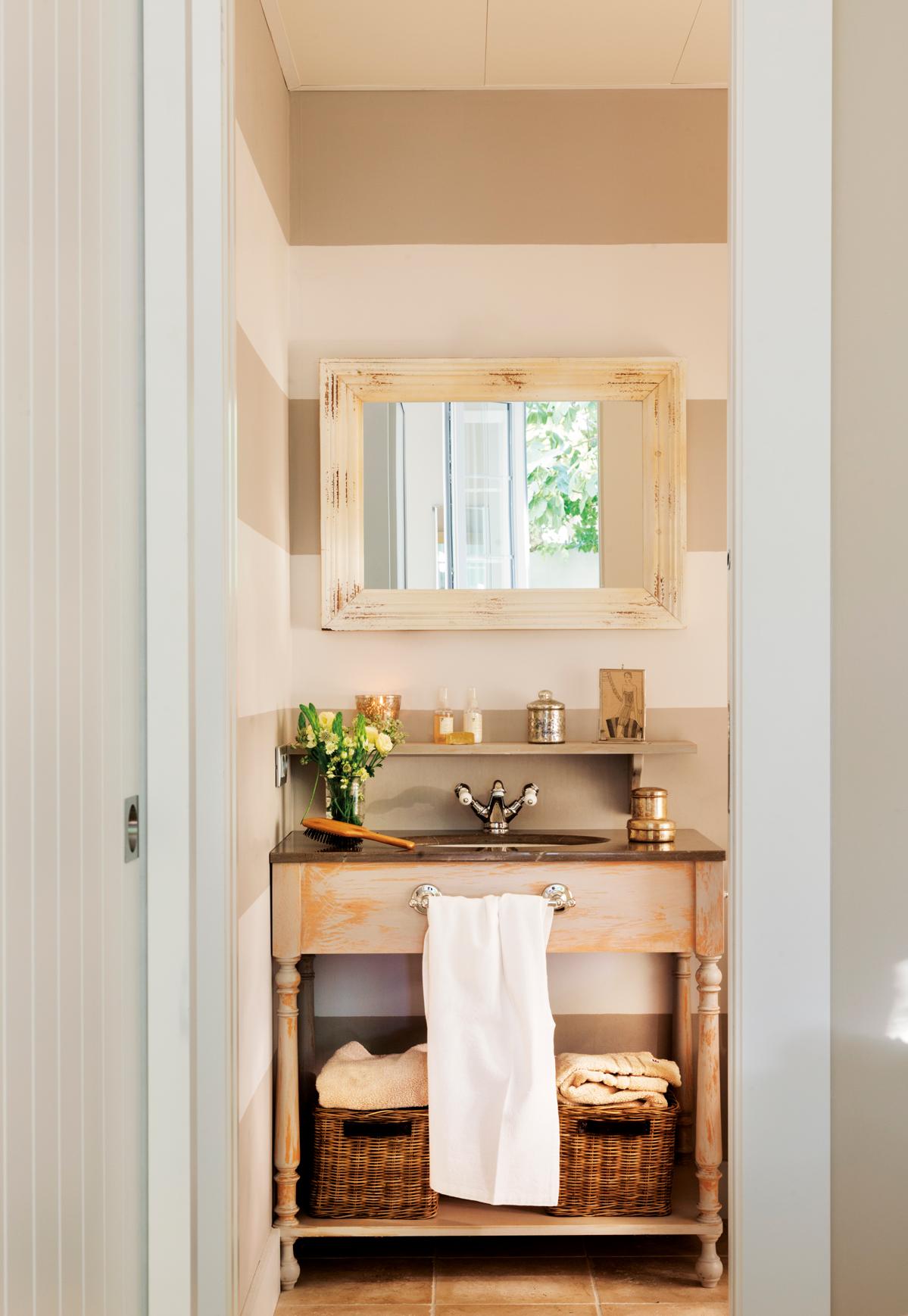 10 ideas geniales para ba os peque os for Muebles de bano de madera rusticos