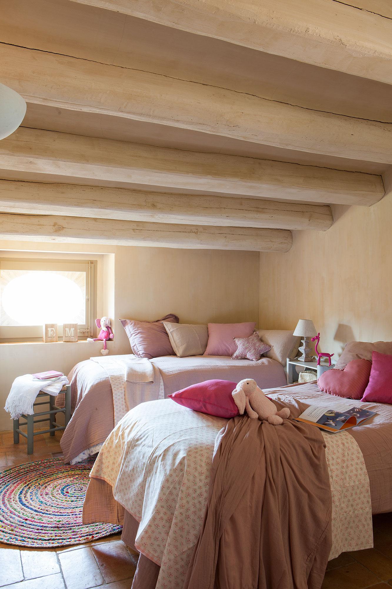 Dormitorios infantiles 7 buenas ideas para compartir - Dormitorios con dos camas ...