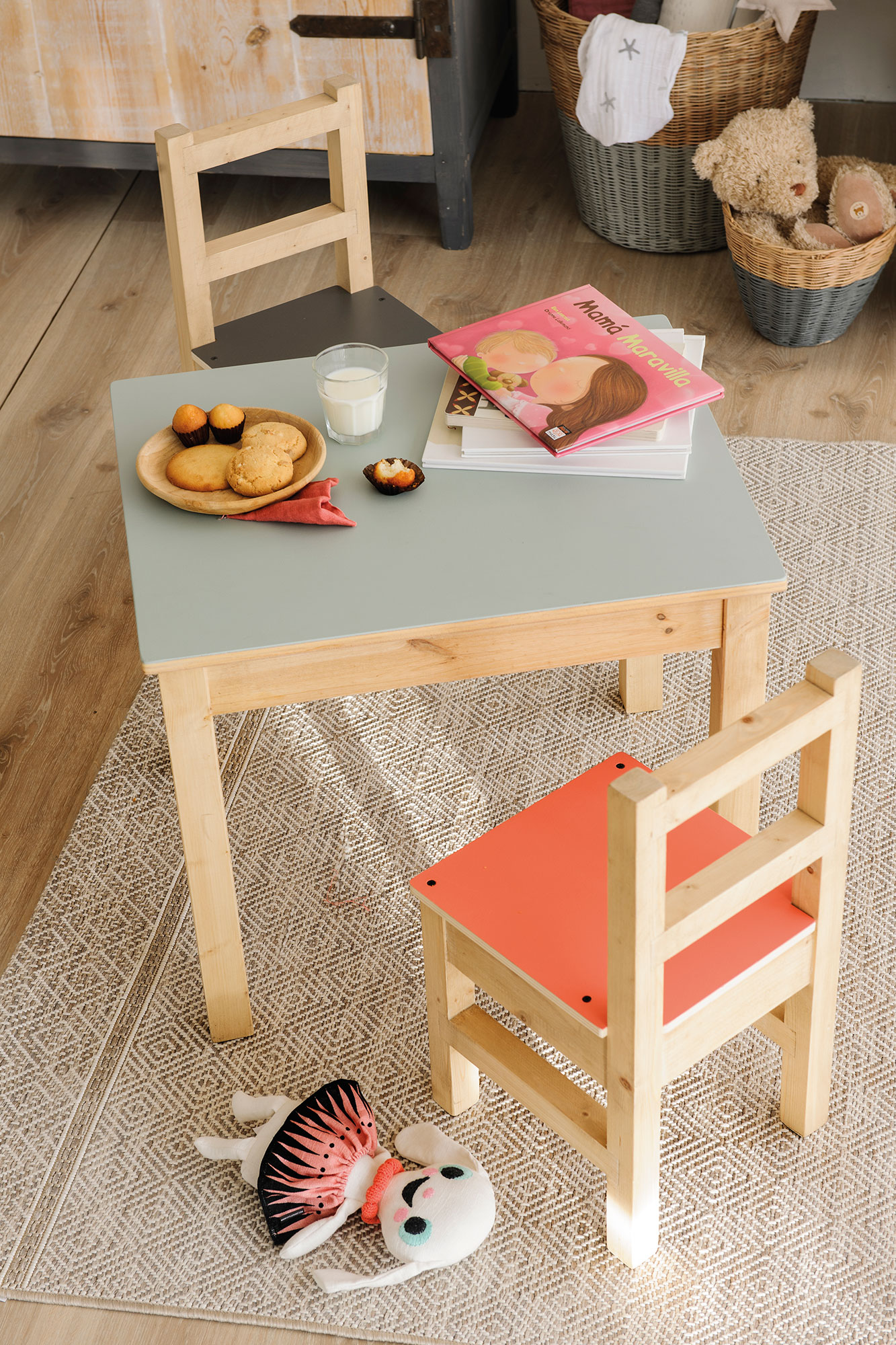 Petite table et chaises pour enfant en bois