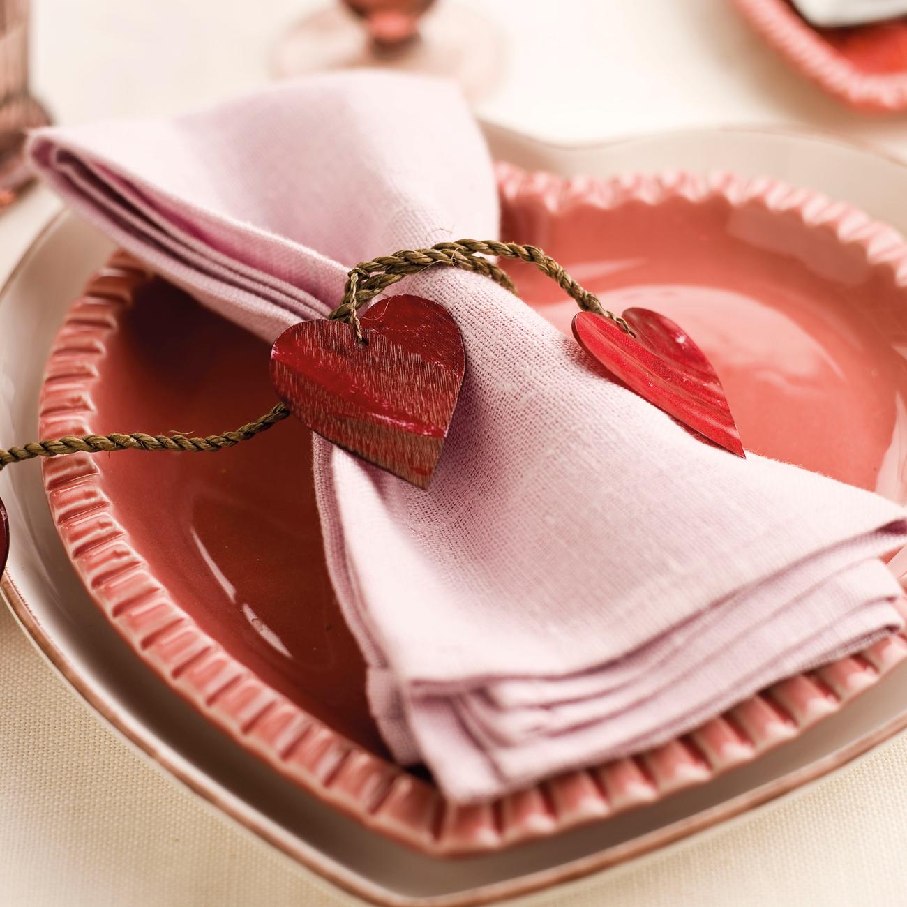 Detalles para decorar la mesa en san valent n for Vajilla rosa