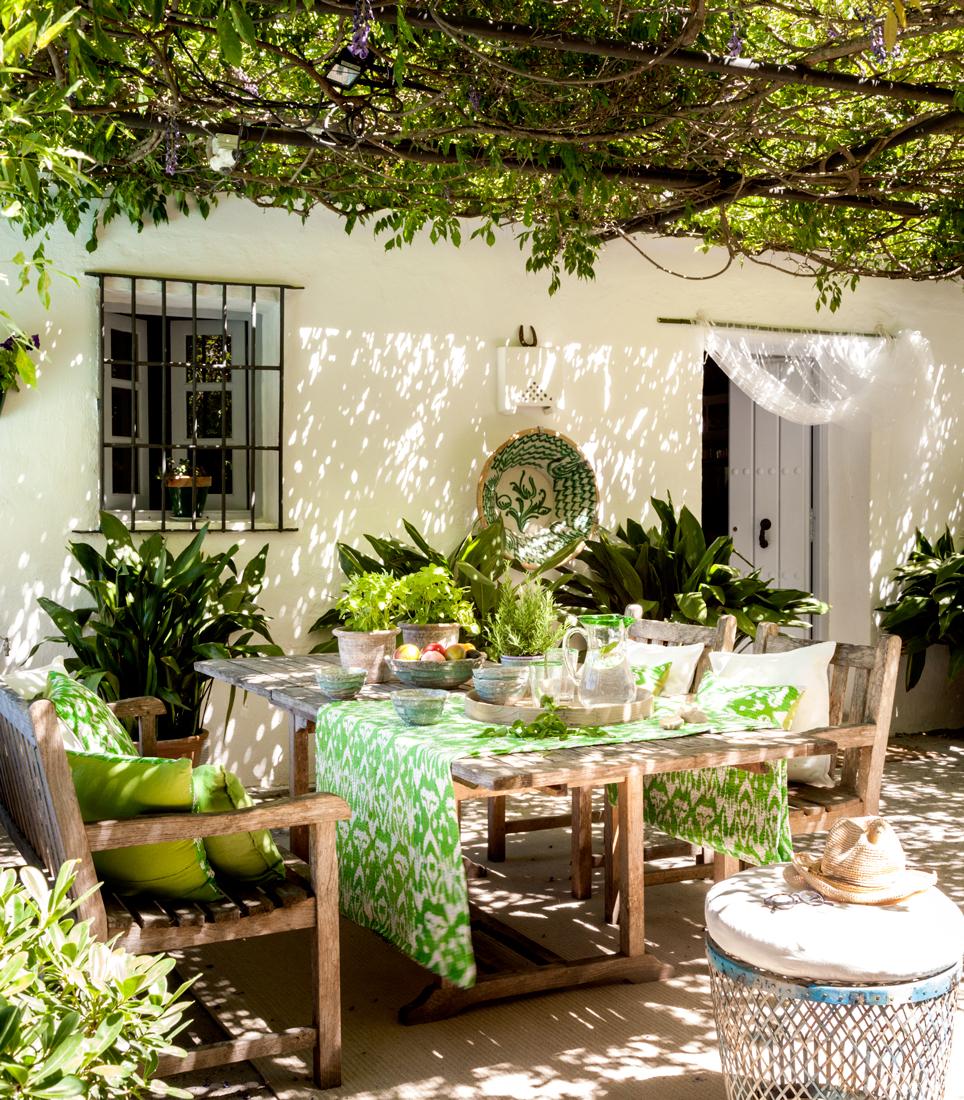 Verde greenery el color del a o 2017 seg n pantone for Decorar un porche con plantas