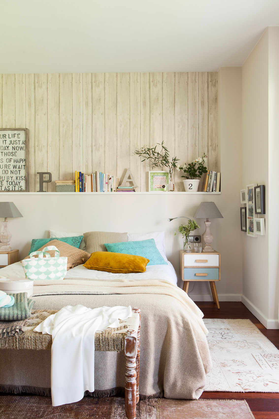 C mo decorar la pared y sumar personalidad a tu casa sin for Que es un canape mueble