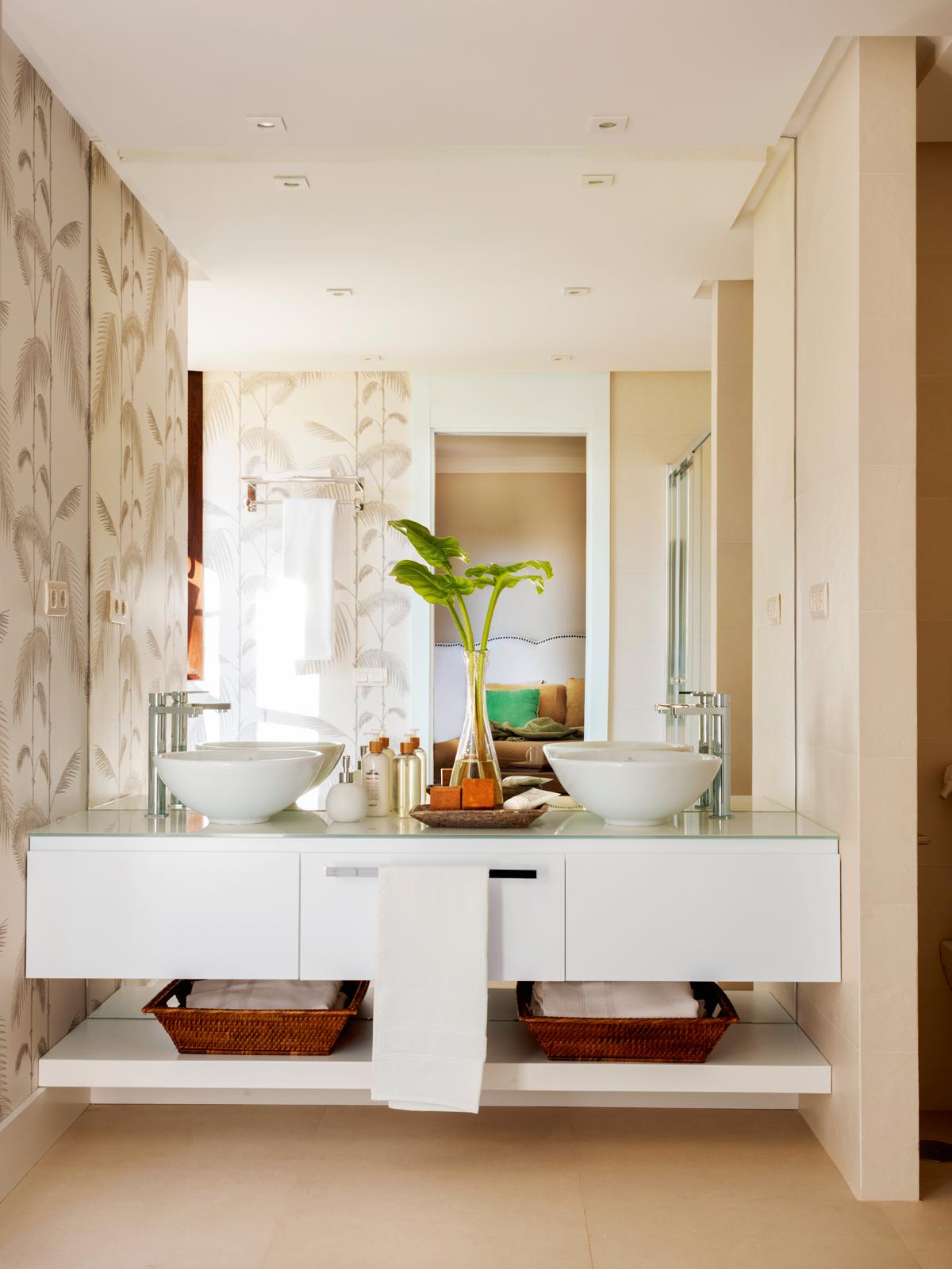 Un lavamanos para cada ba o - Como colocar un espejo encima de un aparador ...