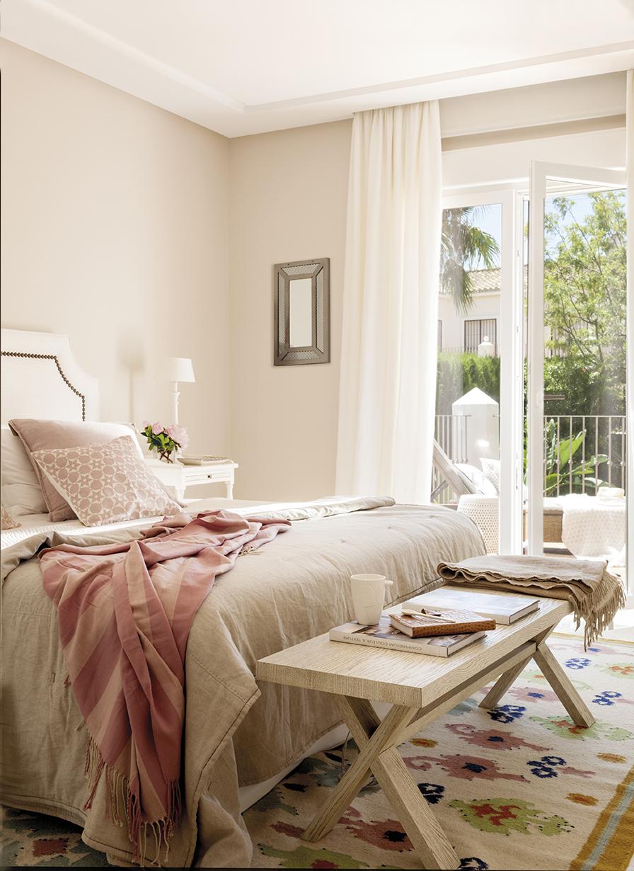 Dormitorios decorados seg n el feng shui para mantener vivo el amor - Bancos para dormitorio matrimonio ...
