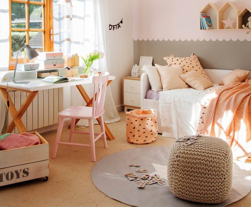 3.Habitación infantil en tonos rosados con puf de tricot-00443141