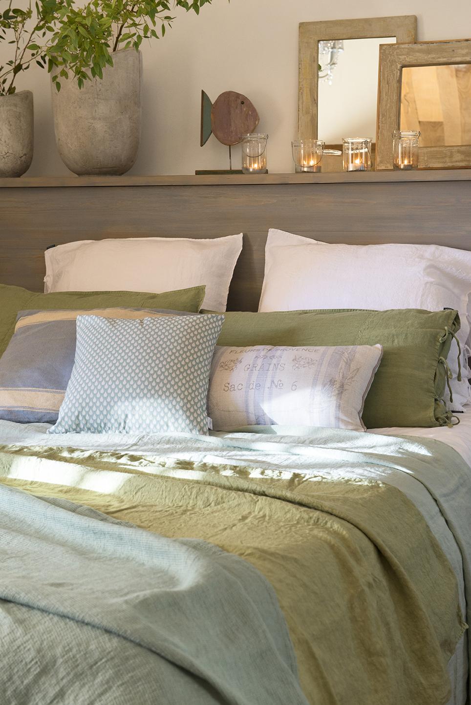 Dormitorios decorados seg n el feng shui para mantener - Que poner encima de una comoda ...