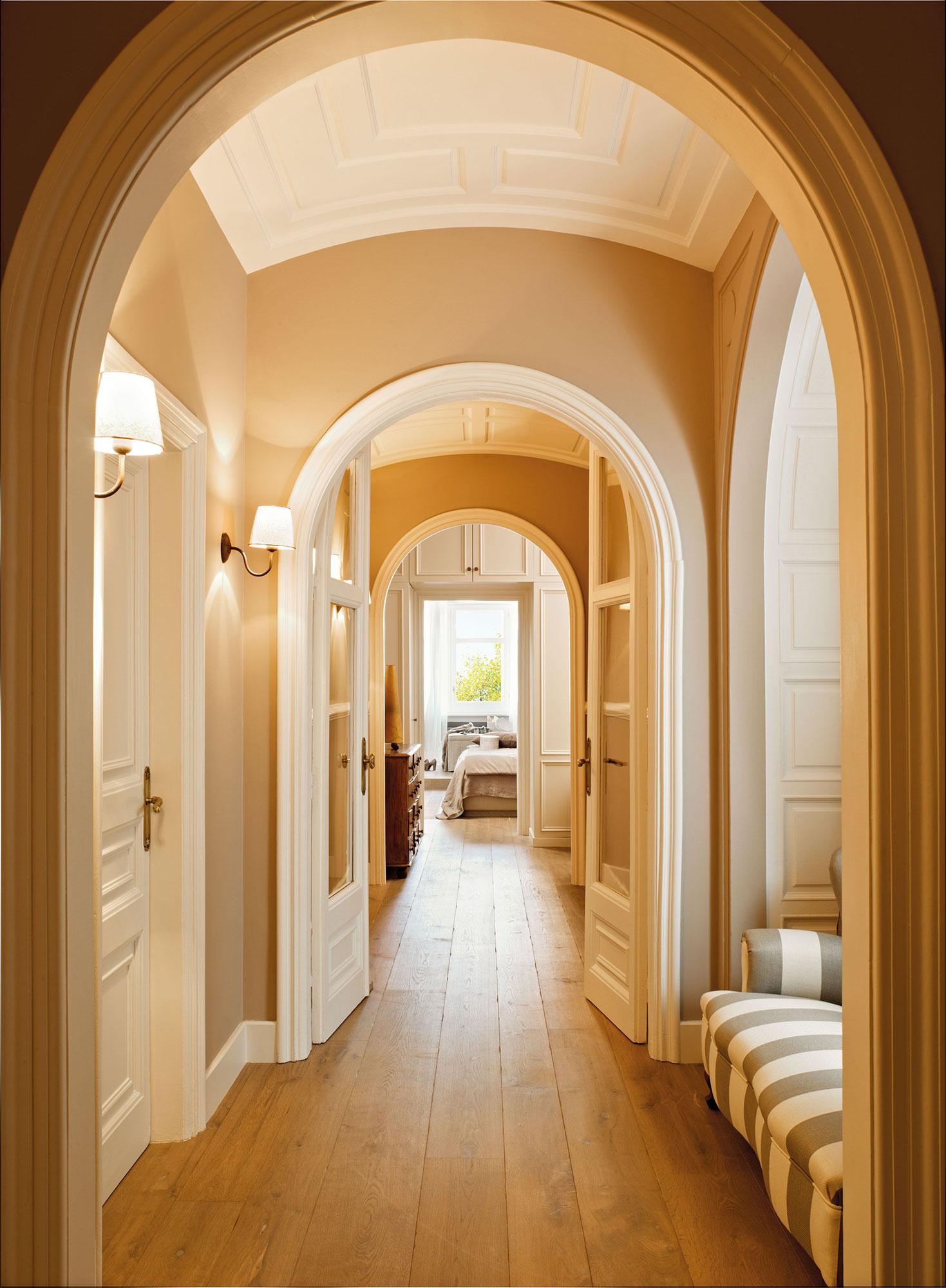 C mo renovar las puertas de casa - Decorar pasillo con fotos ...