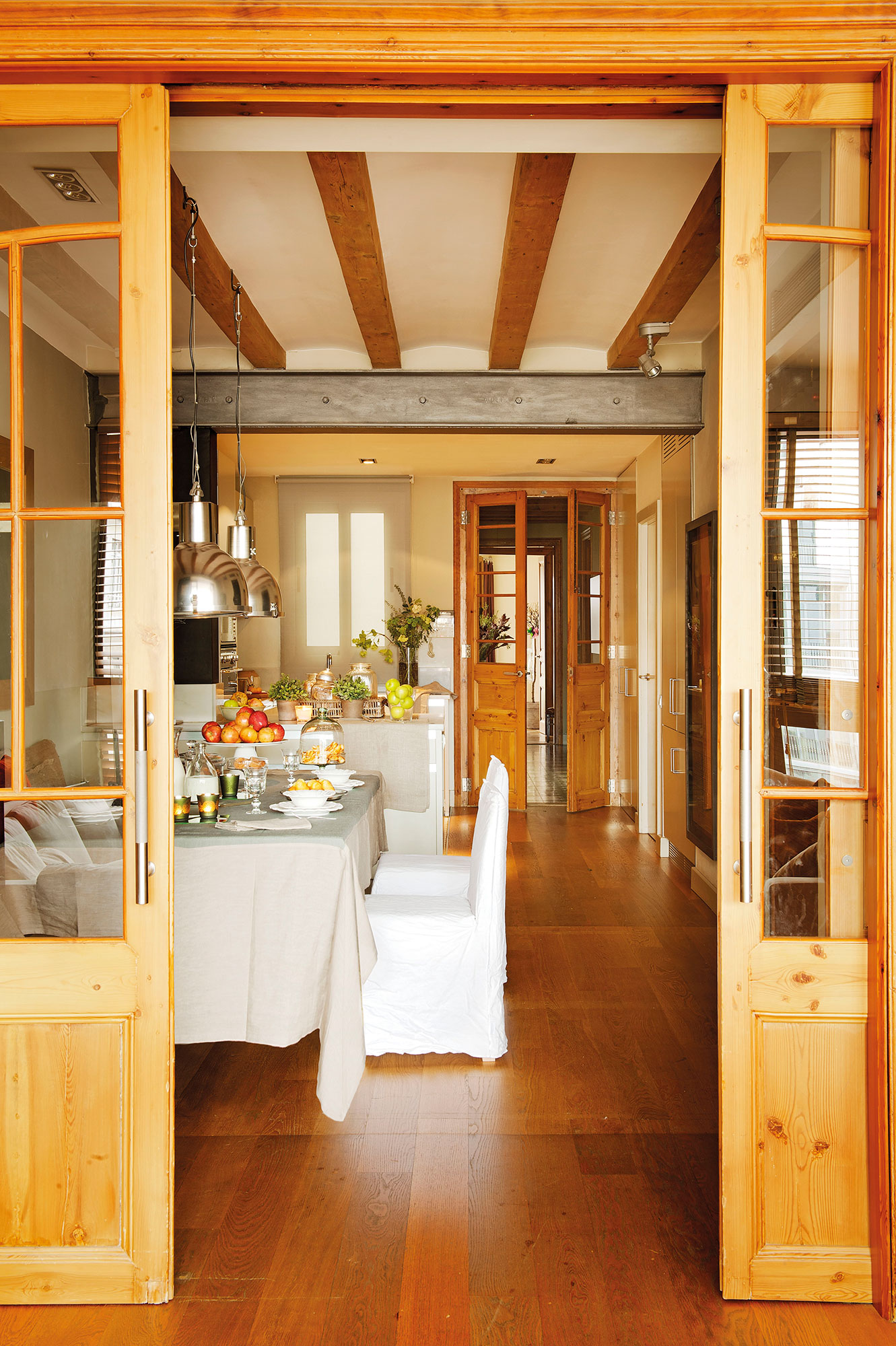 C mo renovar las puertas de casa for Modelos de puerta de madera para casa