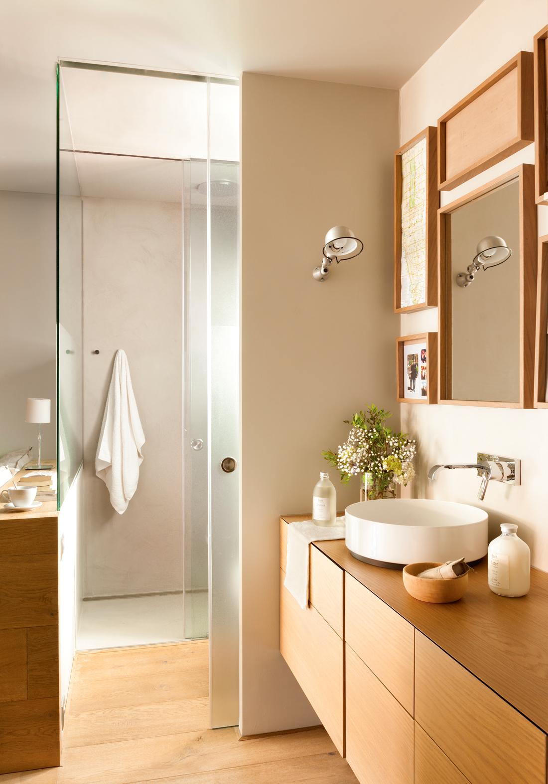 10 ba os con ducha perfectos for Escaleras con medio bano