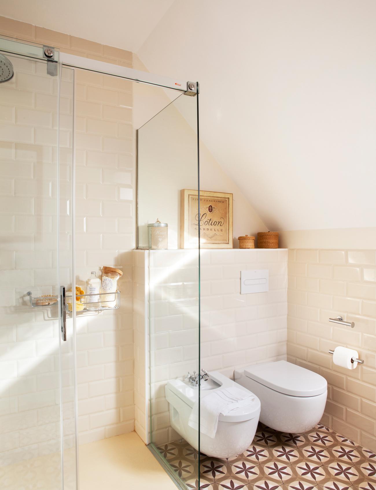 20 baños con ducha cómodos y de todos los estilos