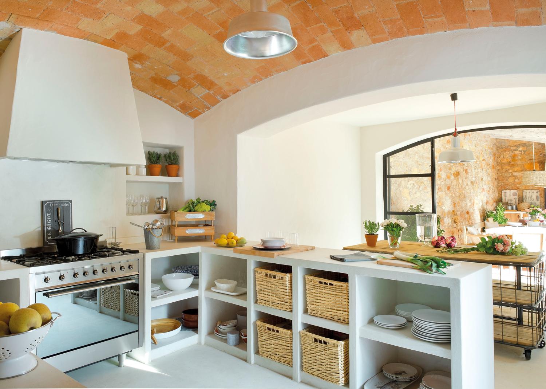 20 cocinas r sticas bonitas con muebles vintage y mucho - Cocina rustica blanca ...