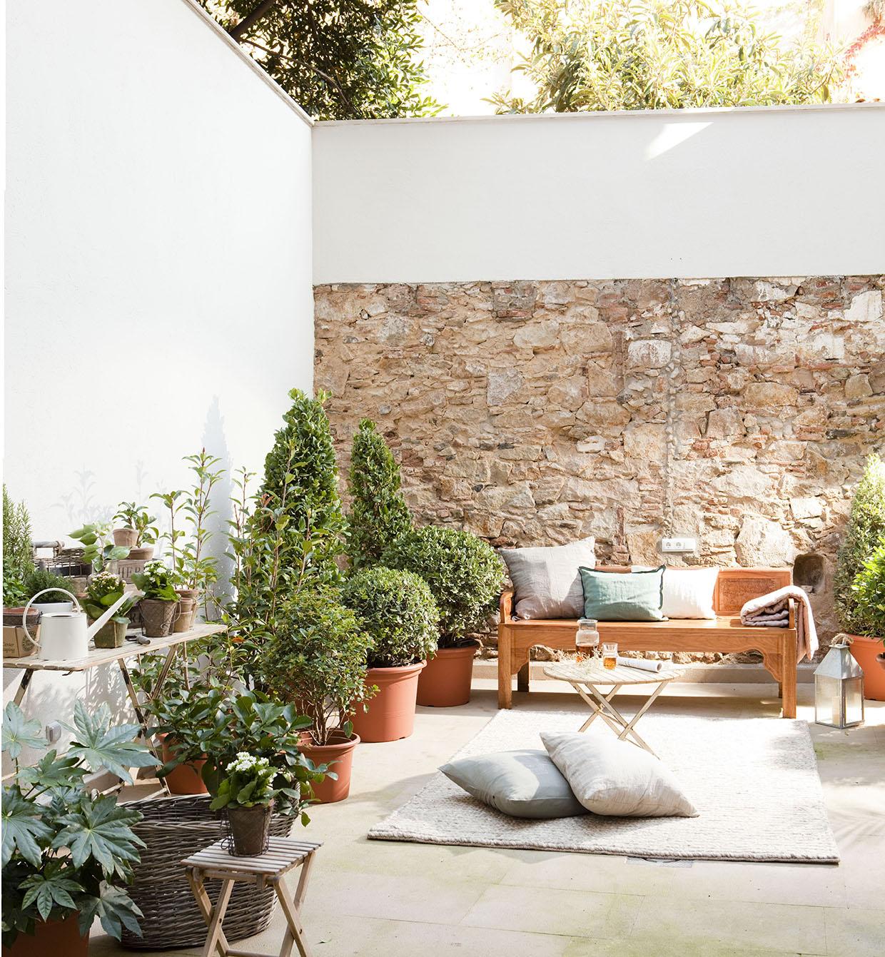 Piso d plex con patio en la ciudad for Como decorar mi patio con piedras