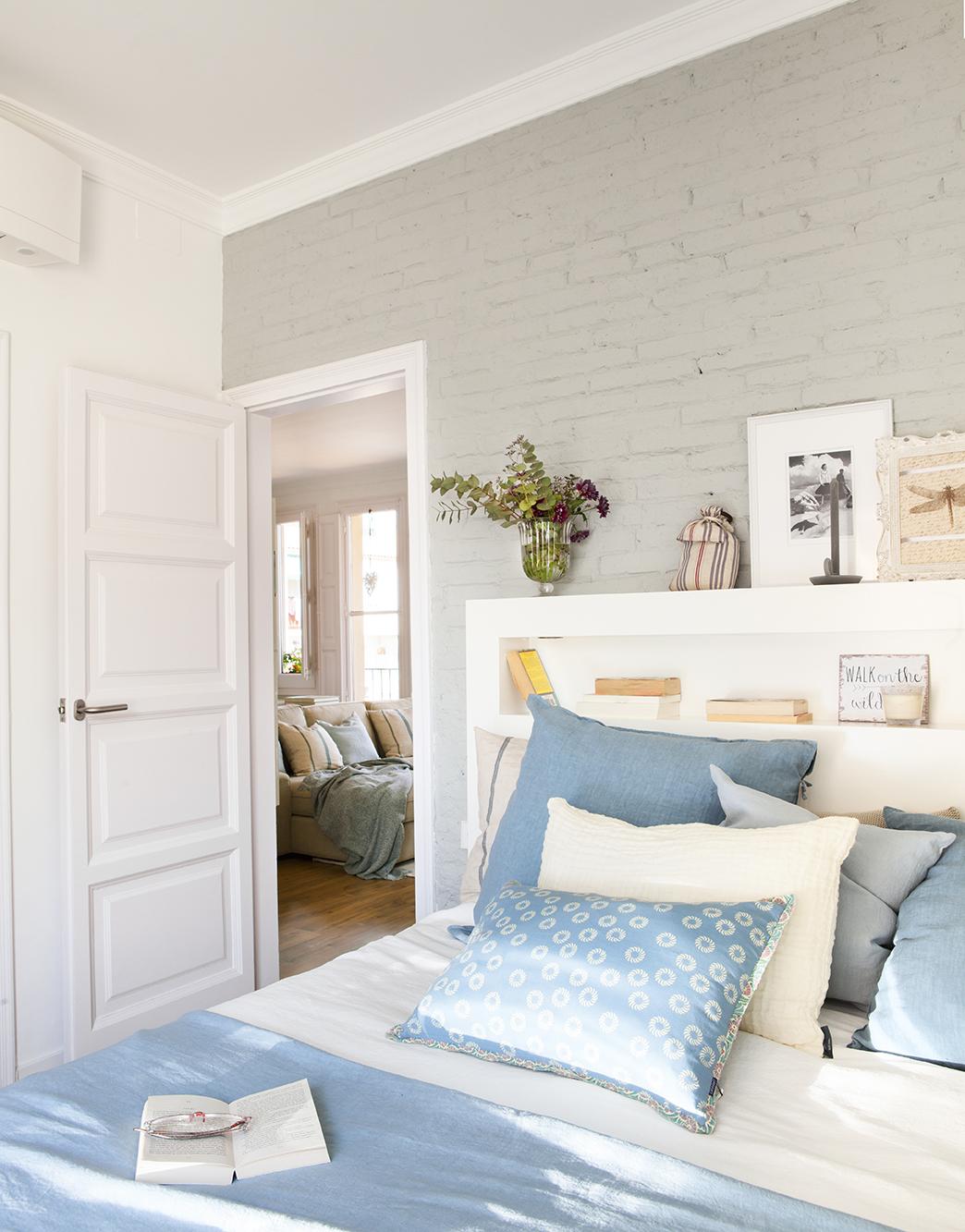 C mo renovar las puertas de casa for Dormitorio azul y gris