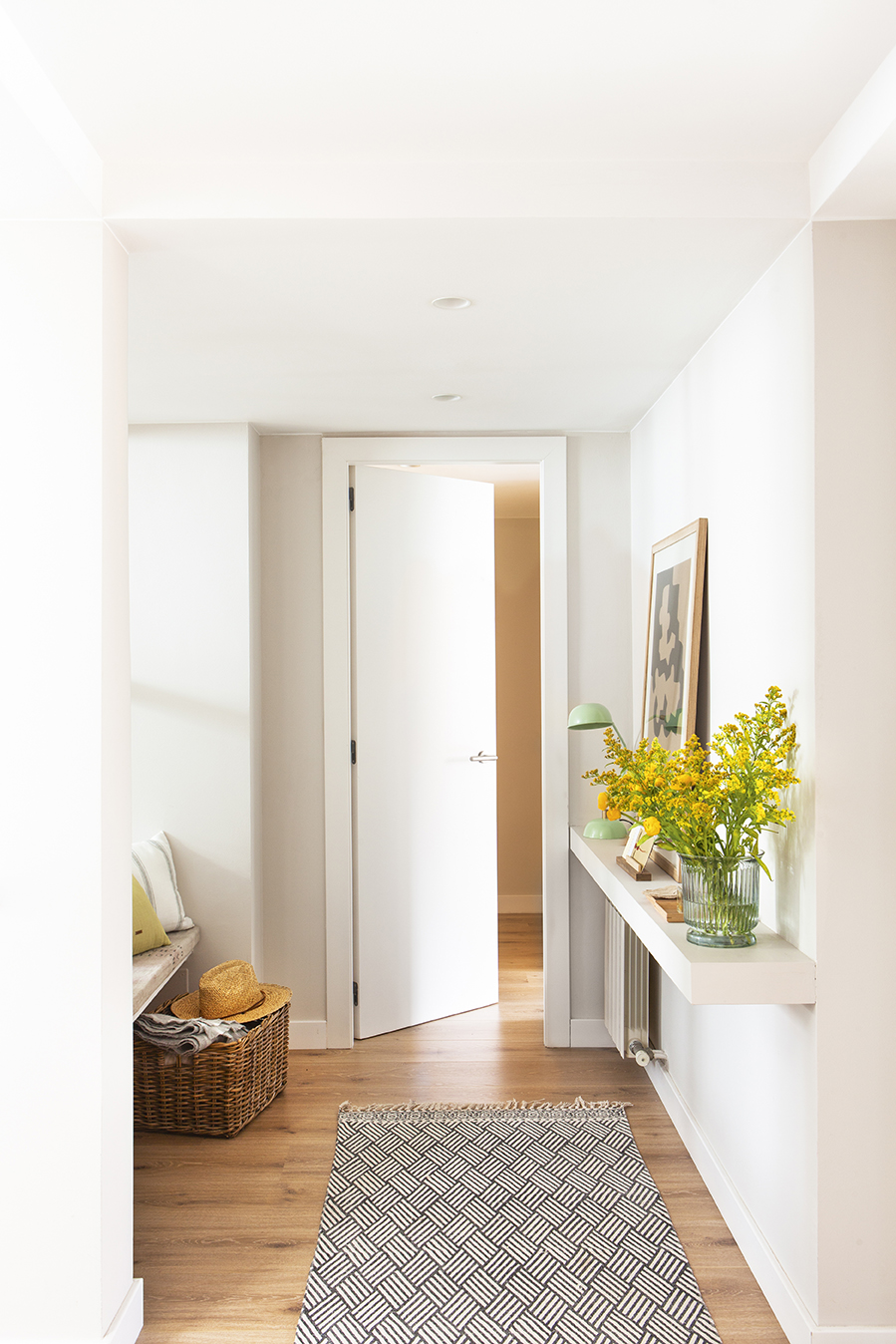 Puertas blancas de madera cocinas blancas isla armarios for Puertas macizas blancas