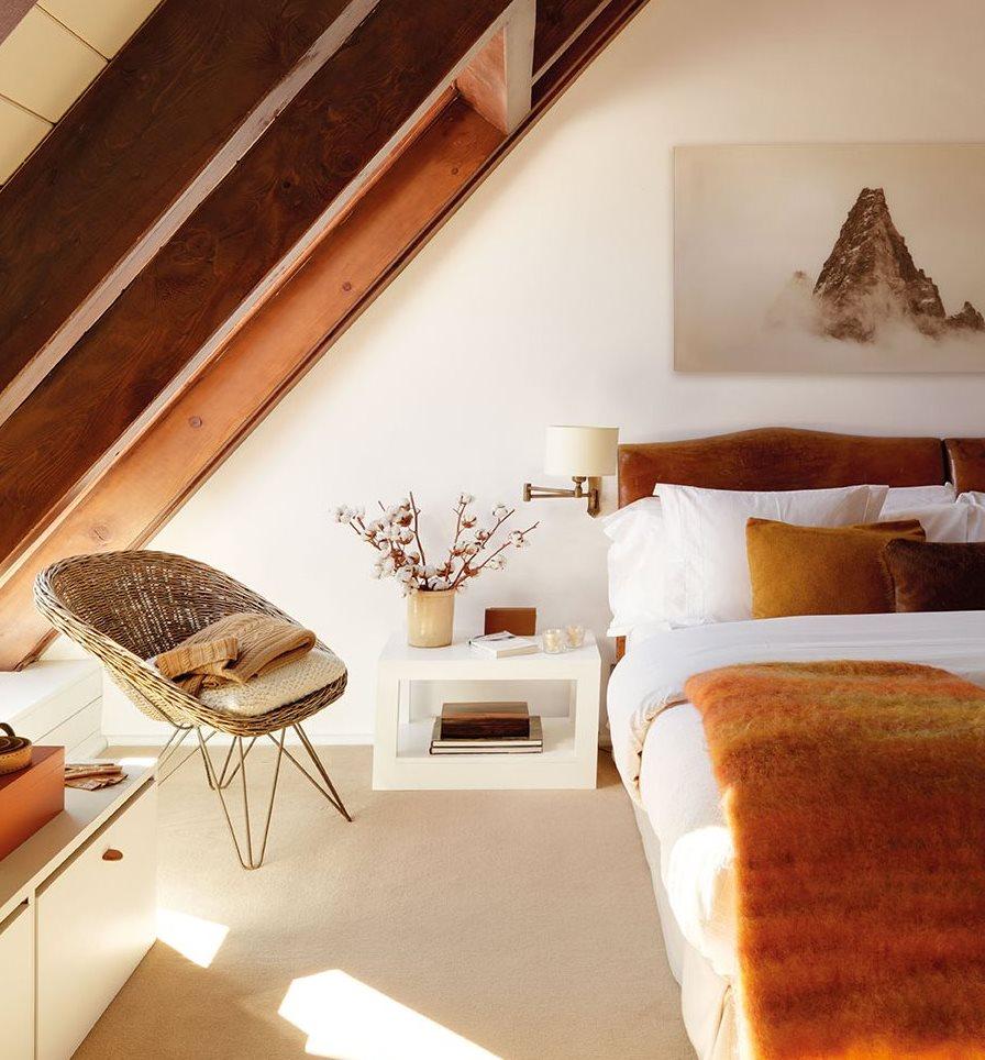 De antigua oscura casa de monta a a refugio blanco y luminoso - Cama con techo de tela ...