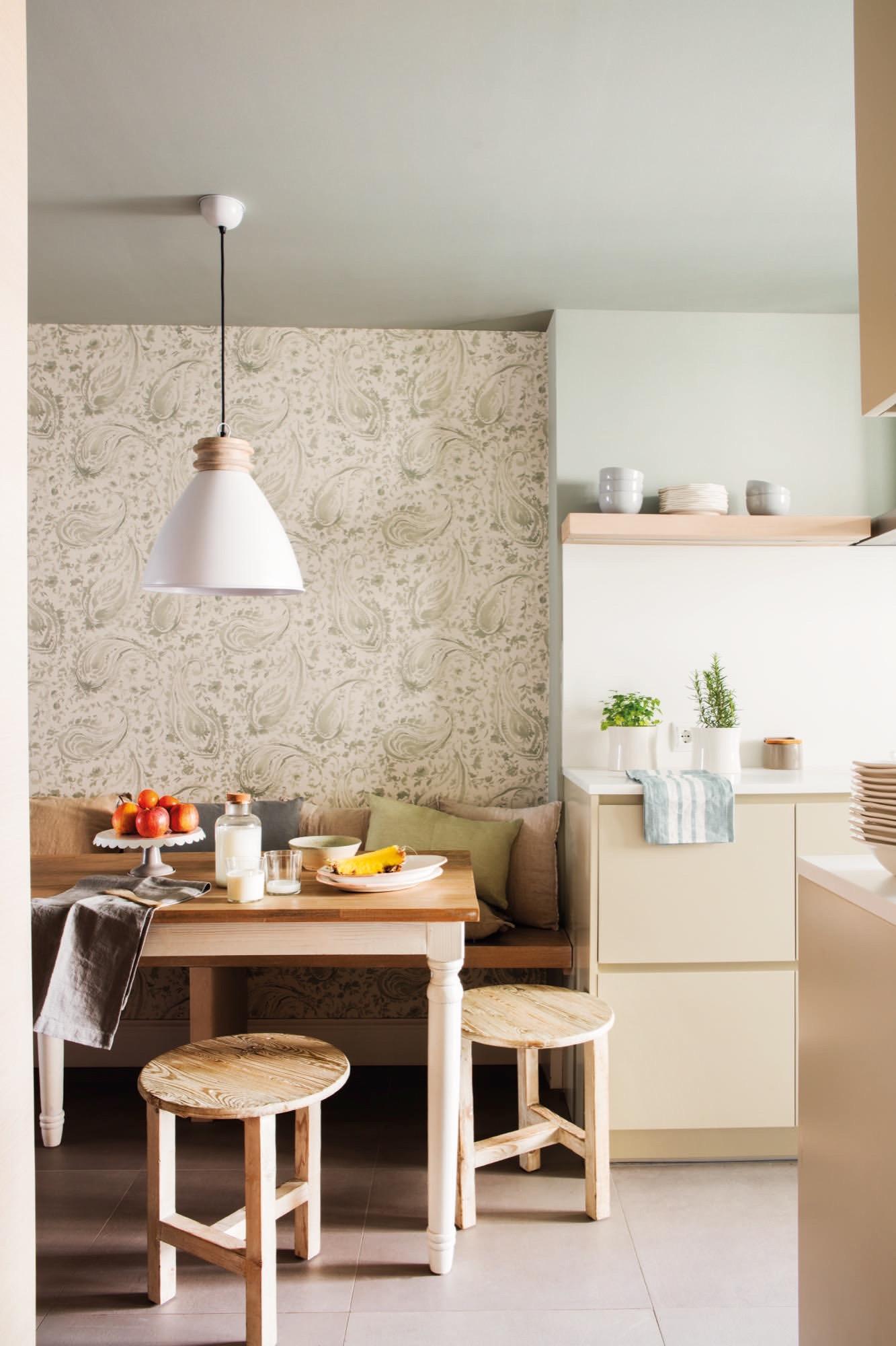 La casa definitiva para una pareja con hijos mayores - Papel pintado en la cocina ...